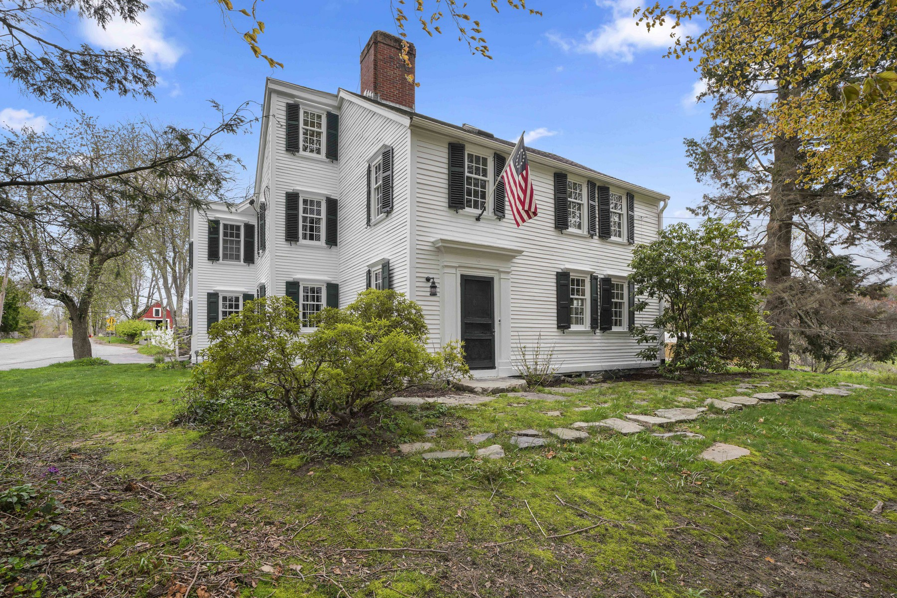 Single Family Homes for Active at Handsome 18th Century Home 1 Chestnut Hill Road Southborough, Massachusetts 01772 United States