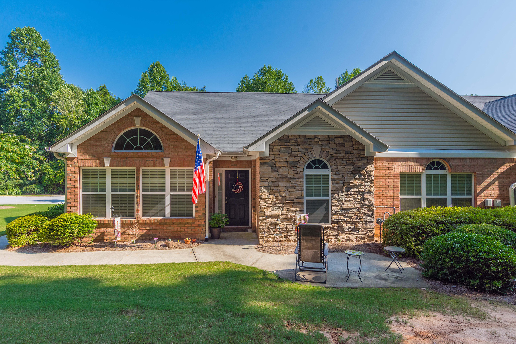 Single Family Homes 용 매매 에 Charming Residence in Villas of Seven Springs 4837 Shae Court, Powder Springs, 조지아 30127 미국