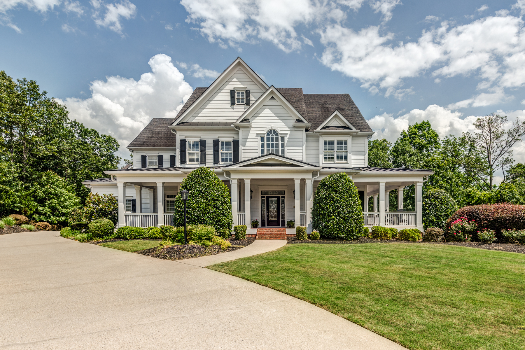 Single Family Home for Active at Picturesque Farmhouse-Style Home 185 Sherwood Pass Roswell, Georgia 30075 United States