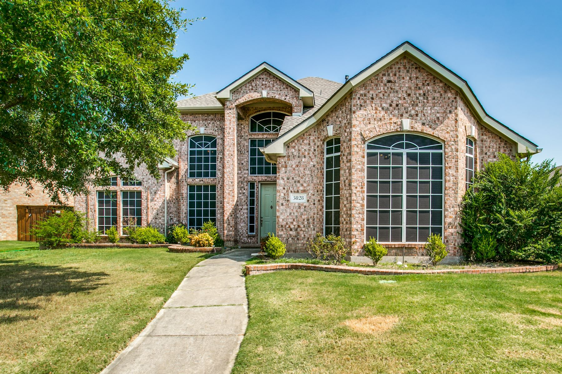 Single Family Homes for Sale at Grandeur ! 3828 Cochran Drive Carrollton, Texas 75010 United States