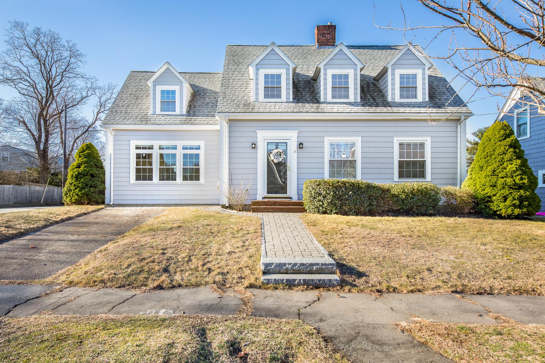 Single Family Homes 为 销售 在 The House you have been waiting for! 24 Crosman Avenue 斯瓦姆斯柯特, 马萨诸塞州 01907 美国