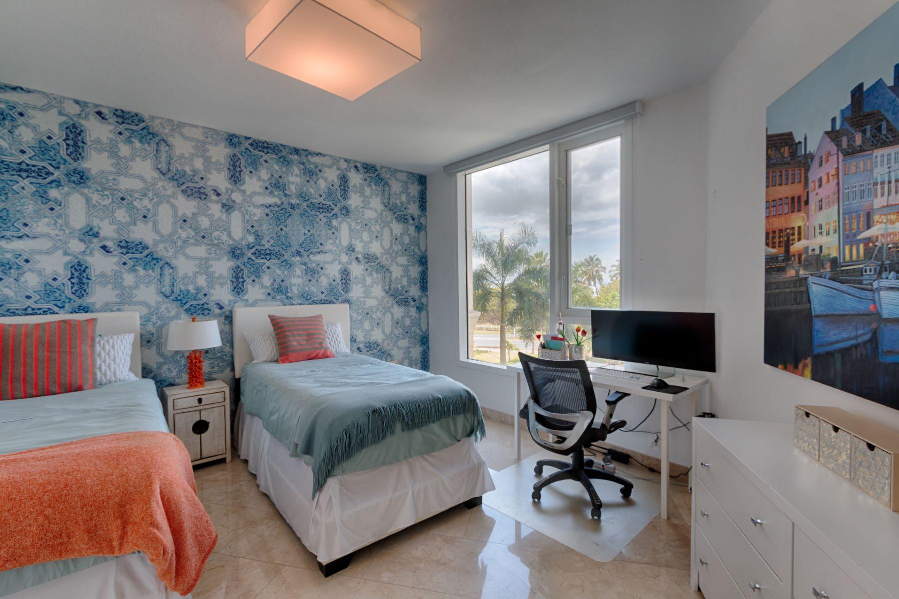 Additional photo for property listing at Laguna Plaza Waterfront 5 Muñoz Rivera Avenue, Apt 303 Laguna Plaza San Juan, 00902 Puerto Rico
