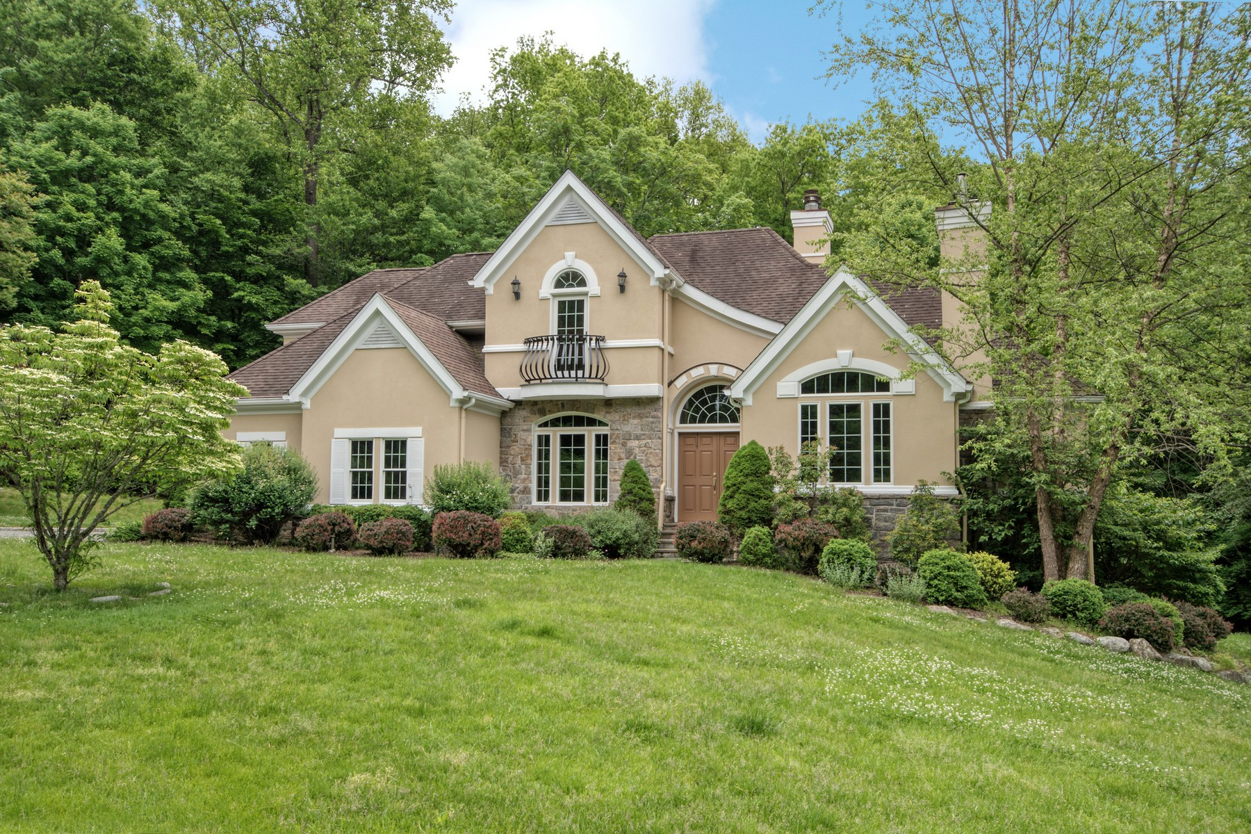 Single Family Homes 為 出售 在 Magnificent! 6 Little Lakes Ridge, Ossining, 纽约 10562 美國