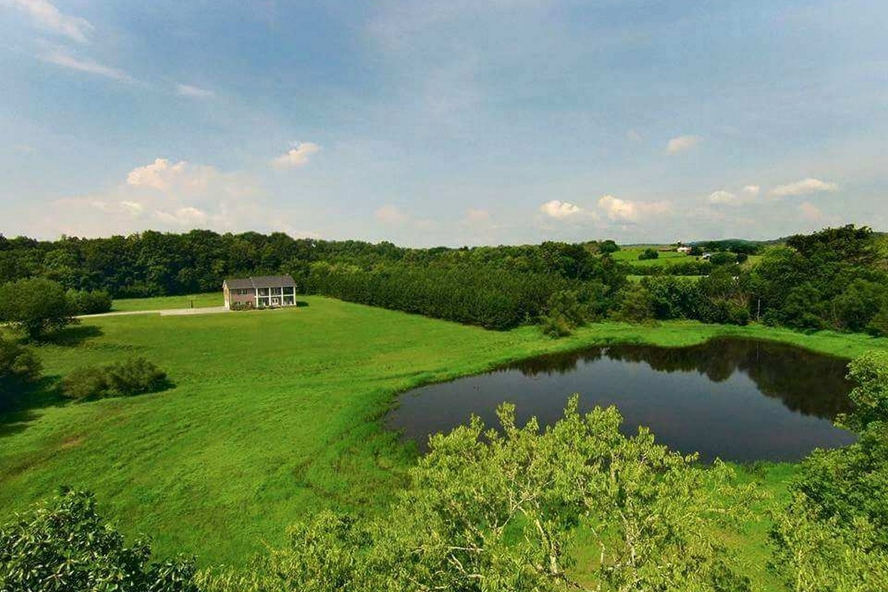 Maison unifamiliale pour l Vente à Private 32 Acre Estate 3541 Windy J Farms Louisville, Tennessee 37777 États-Unis