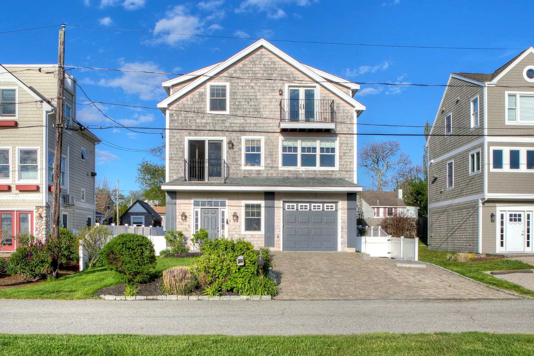 Single Family Homes for Sale at Panoramic Views 63 Attleboro Avenue Portsmouth, Rhode Island 02871 United States