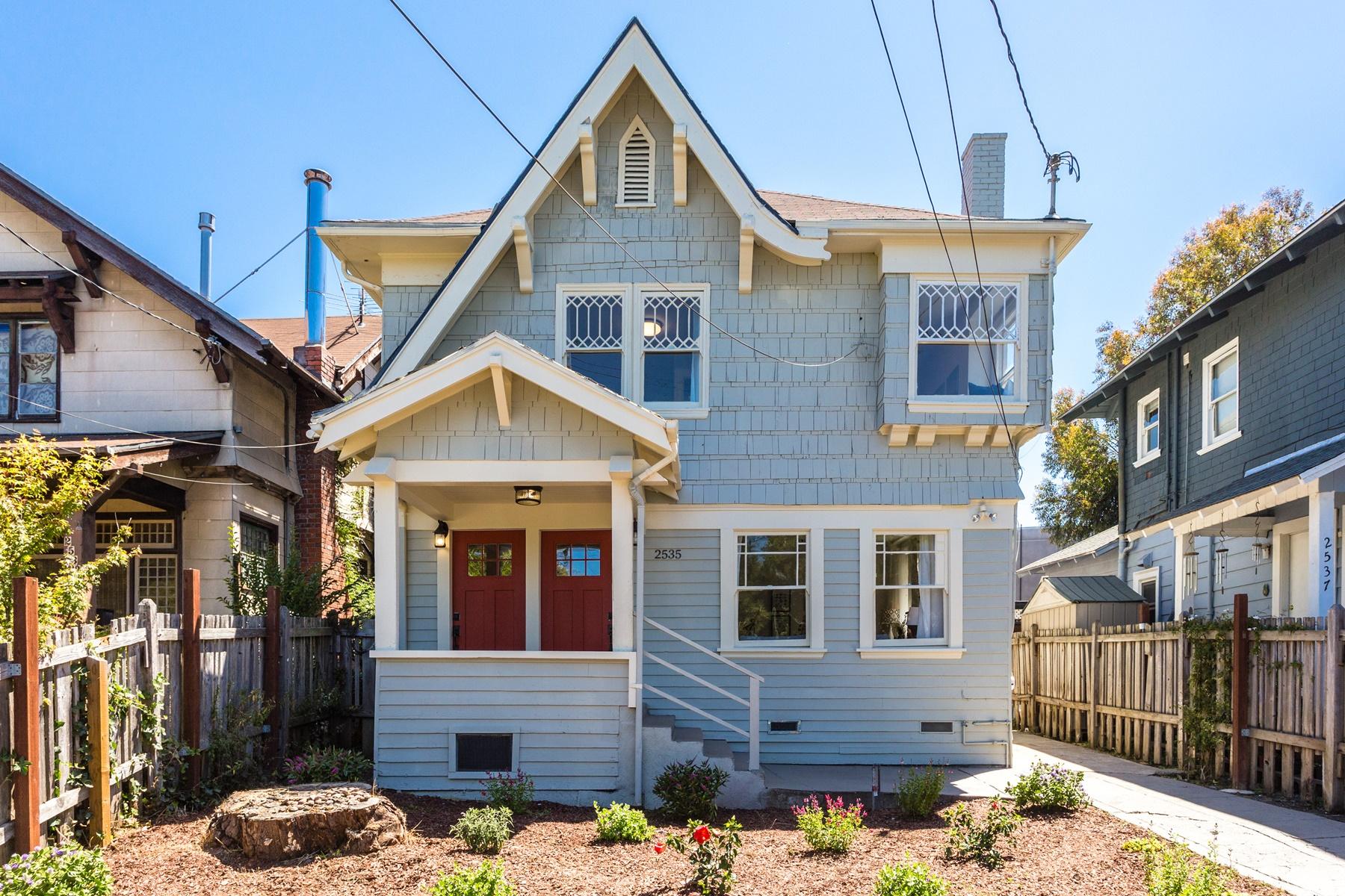 Vivienda unifamiliar por un Venta en Charming And Sunny Duplex 2535 Chilton Way Berkeley, California 94707 Estados Unidos