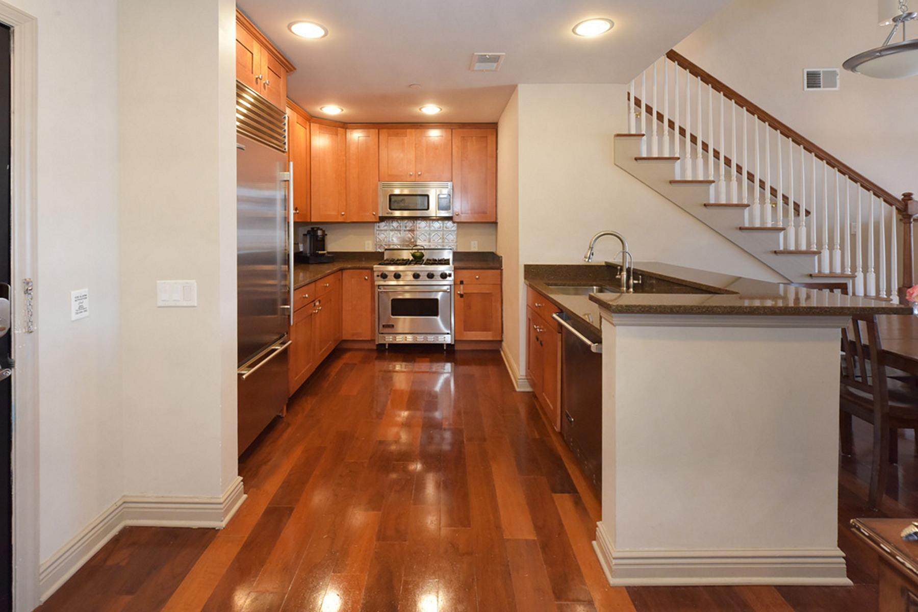 Condomínio para Venda às Hudson Pointe Loft Style Home 7400 River Road #432, North Bergen, Nova Jersey 07047 Estados Unidos