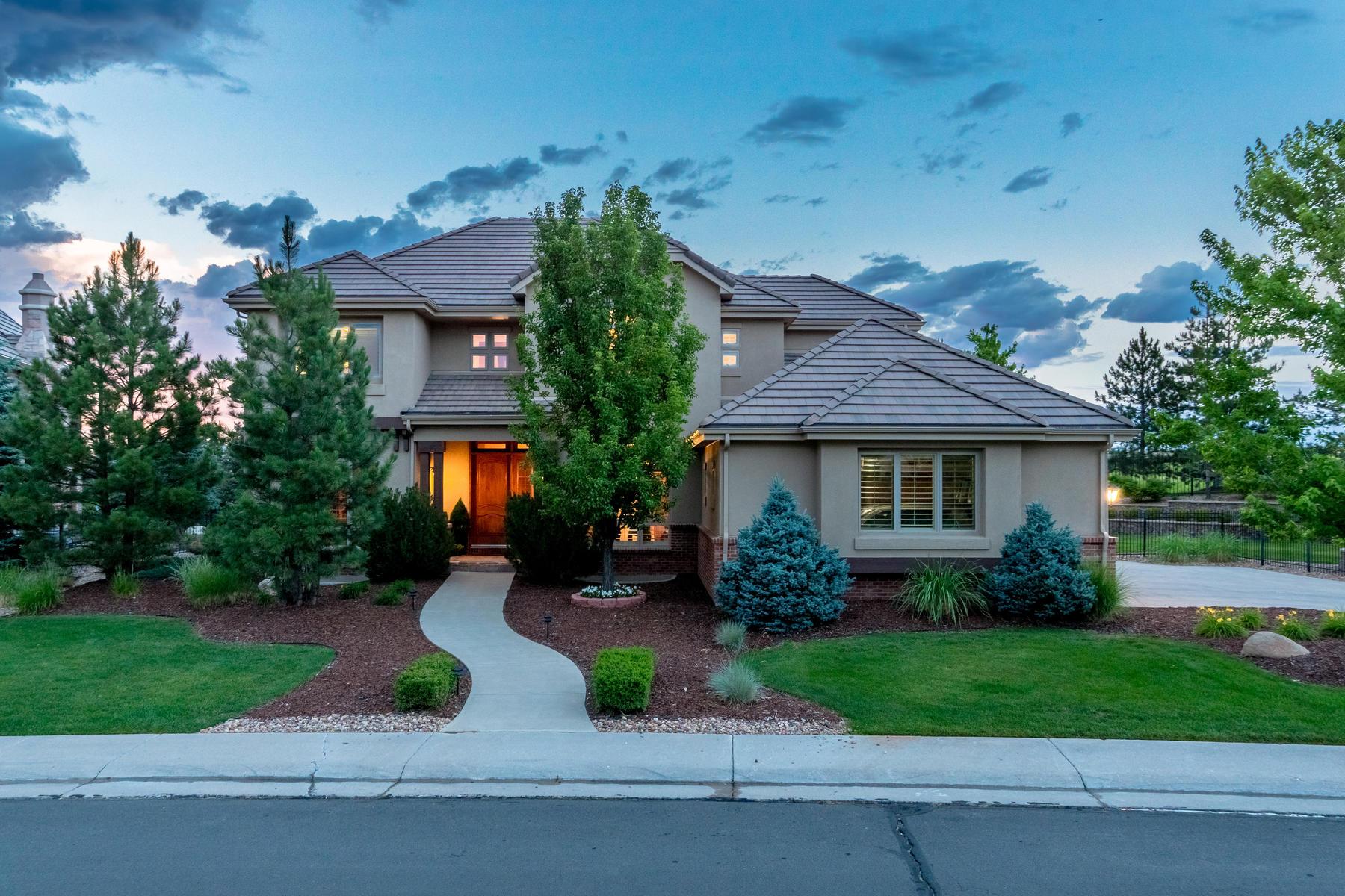 独户住宅 为 销售 在 Welcome to the backyard oasis of your dreams 10258 Dowling Way 伊恩和高原牧场, 科罗拉多州, 80126 美国