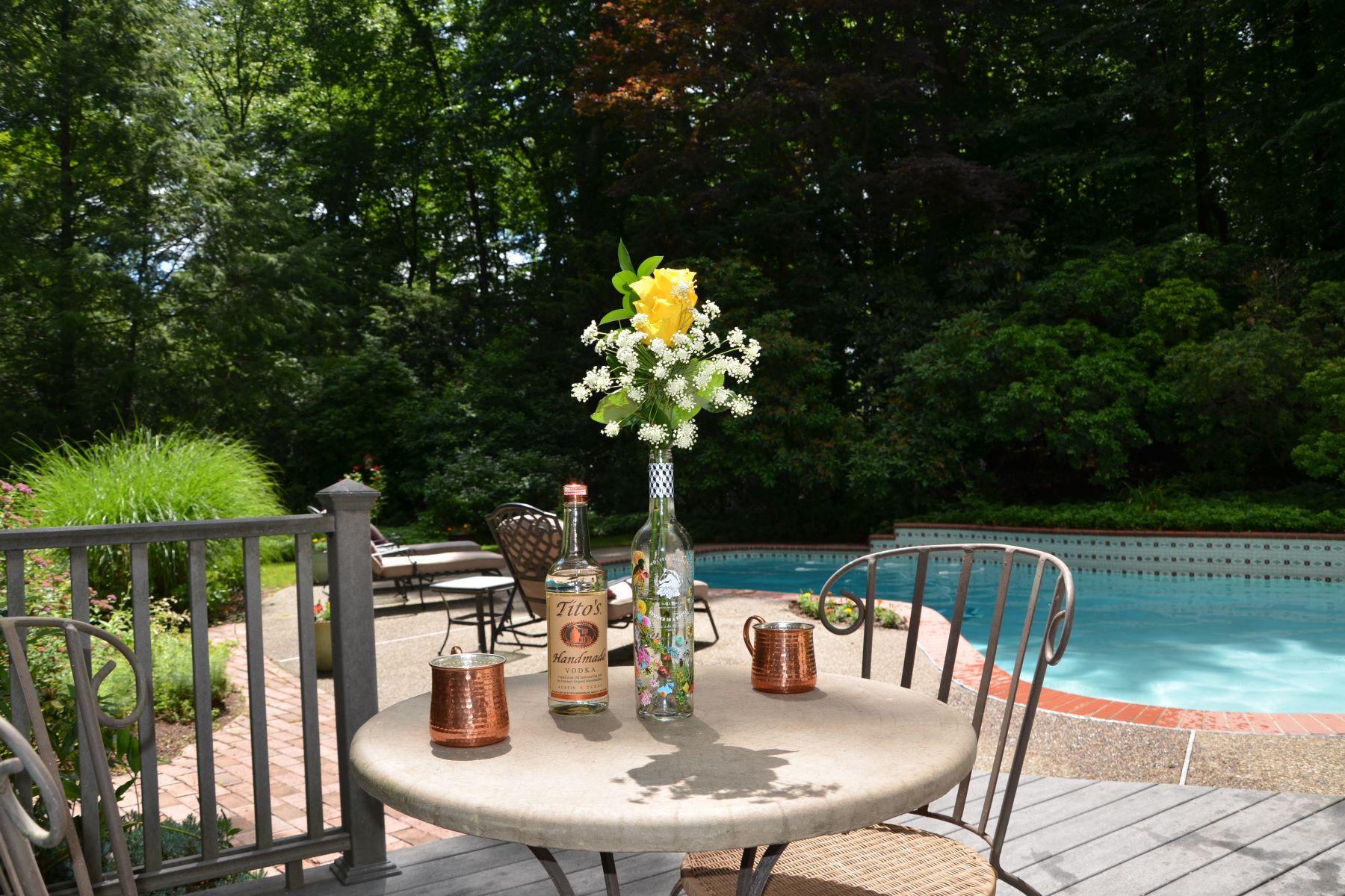 Single Family Homes voor Verkoop op Elegant Colonial 160 Wearimus Rd, Ho Ho Kus, New Jersey 07423 Verenigde Staten