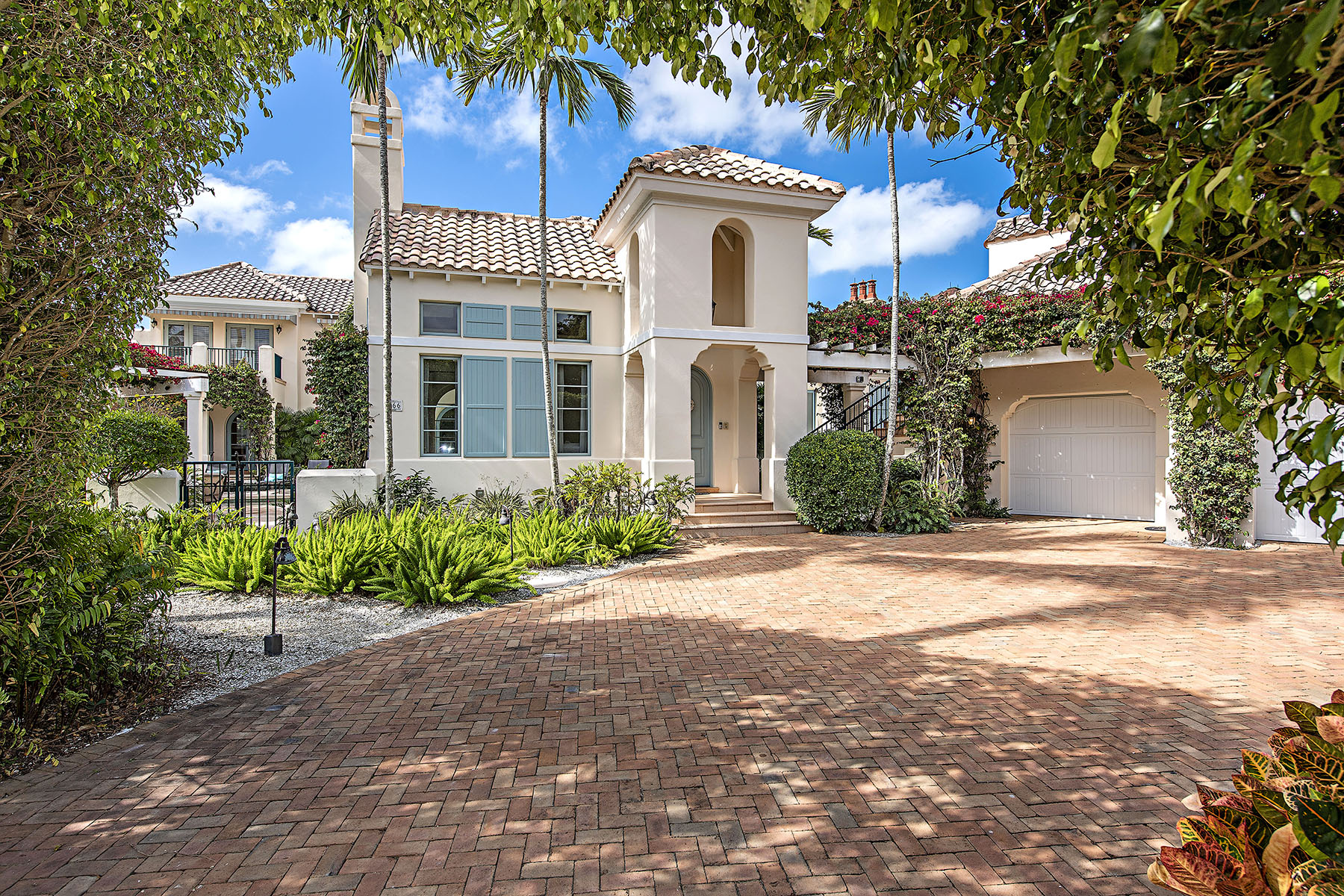Single Family Homes for Active at 266 Little Harbour Lane Naples, Florida 34102 United States