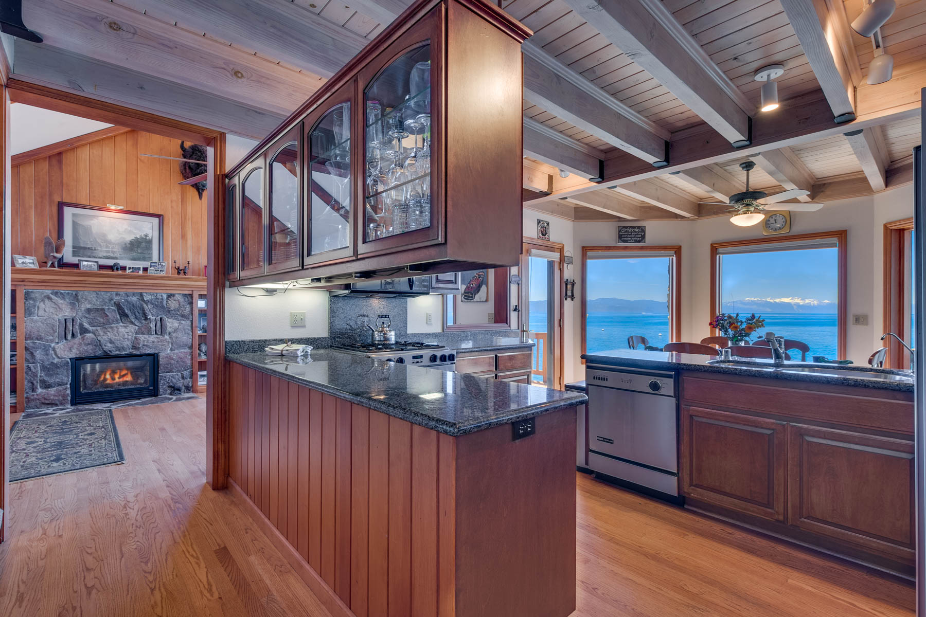 Additional photo for property listing at 6100 N Lake Blvd., Tahoe Vista, CA 6100 N Lake Blvd. Tahoe Vista, California 96148 Estados Unidos