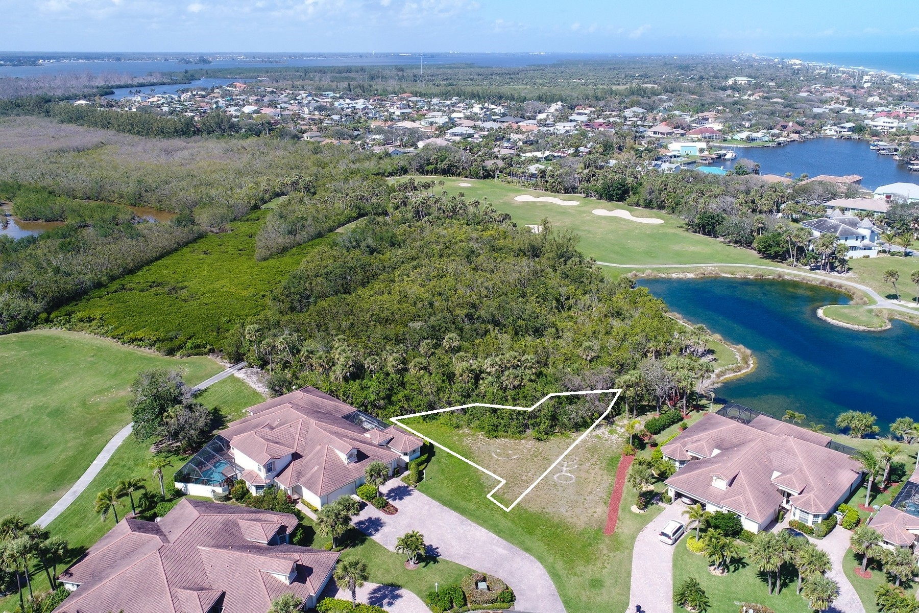 Additional photo for property listing at Crane's Point Duplex 843 Aquarina Blvd. Melbourne Beach, Florida 32951 United States