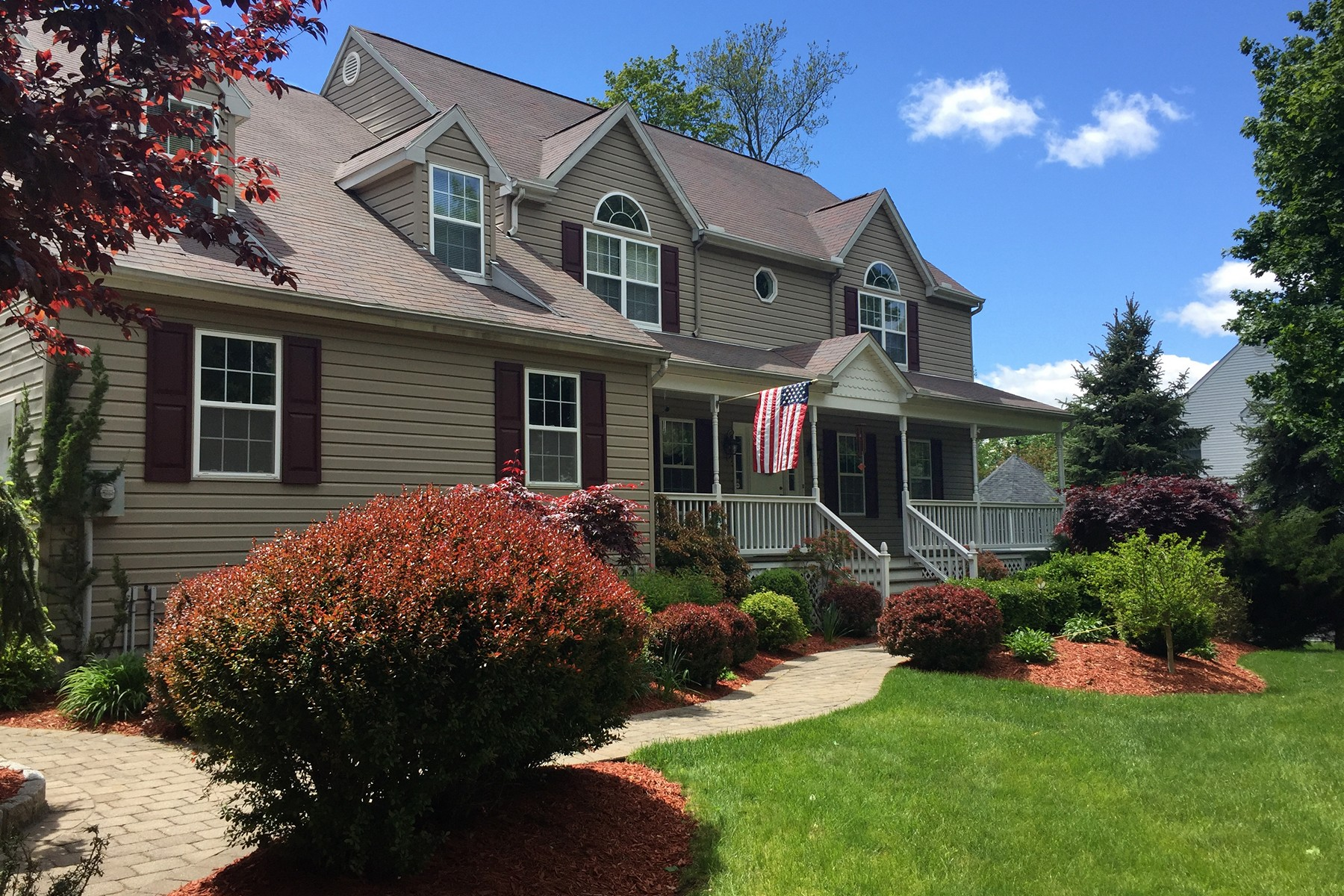 Single Family Home for Sale at Picture Perfect Colonial 40 Pamela Road Cortlandt Manor, New York 10567 United States