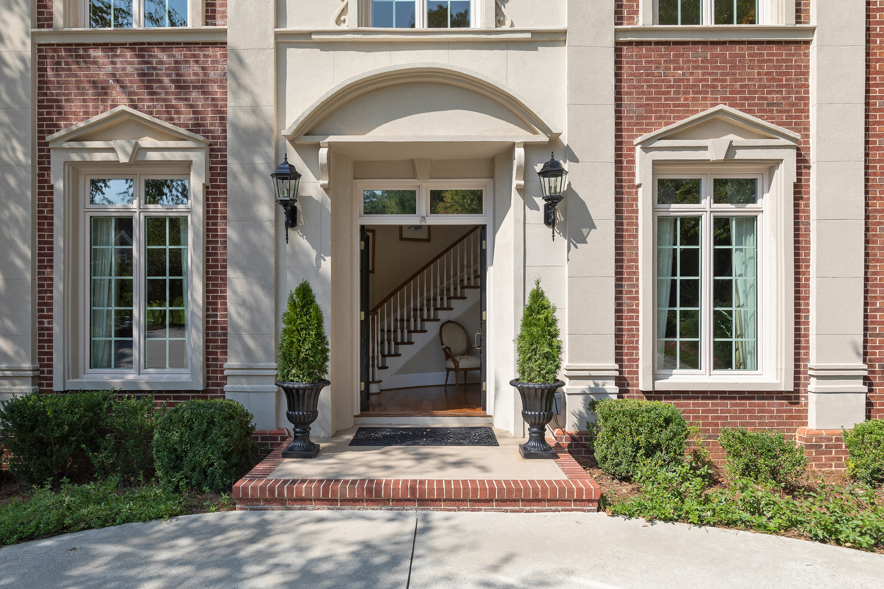 Additional photo for property listing at Stunning Riverfront Home On The Chattahoochee River 3831 River Mansion Drive, Peachtree Corners, Джорджия 30096 Соединенные Штаты