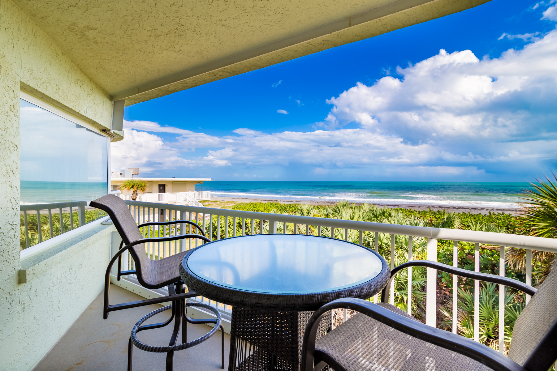 Condominiums por un Venta en Casa Playa 3031 South Atlantic Avenue #203, Cocoa Beach, Florida 32931 Estados Unidos