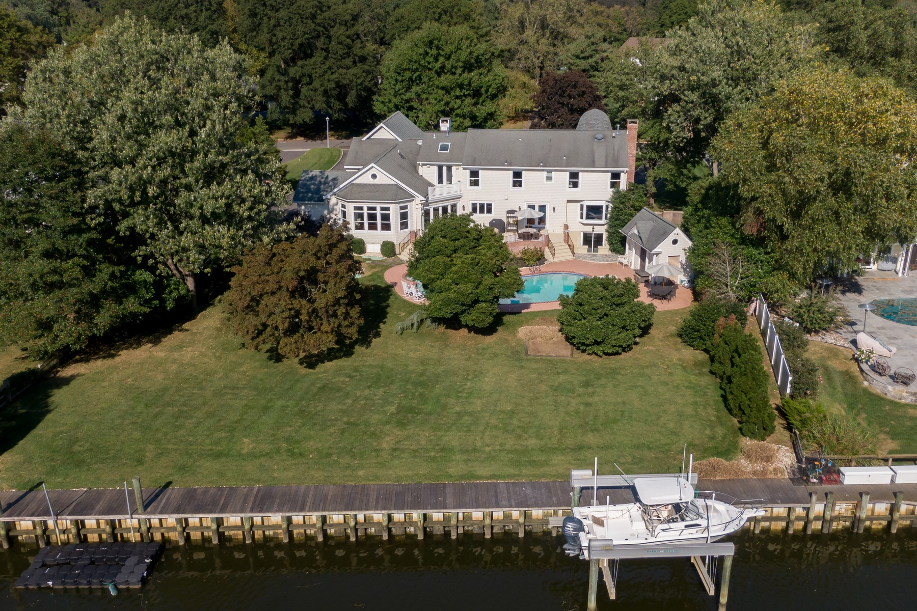 Single Family Homes pour l Vente à Waterfront Living 30 Riverside Dr, Rumson, New Jersey 07760 États-Unis