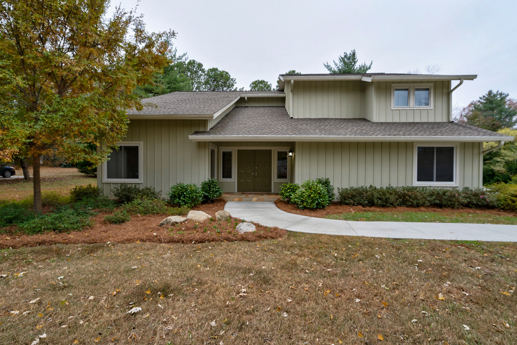 Single Family Homes のために 売買 アット Updated Move-In Ready Home In Sought After Saddle Creek 425 Saddle Creek Circle, Roswell, ジョージア 30076 アメリカ