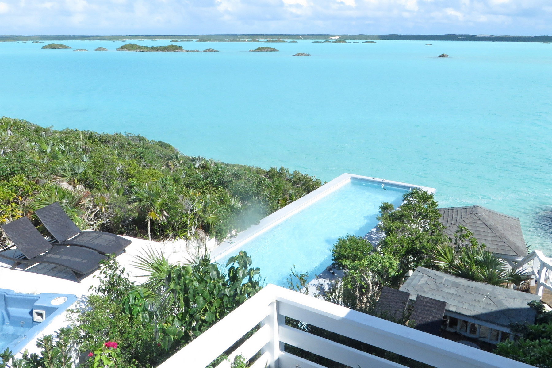 Additional photo for property listing at Chalk Sound Water Front Chalk Sound Villa, Chalk Sound Rd Chalk Sound, Providenciales TKCA 1ZZ Îles Turques Et Caïques