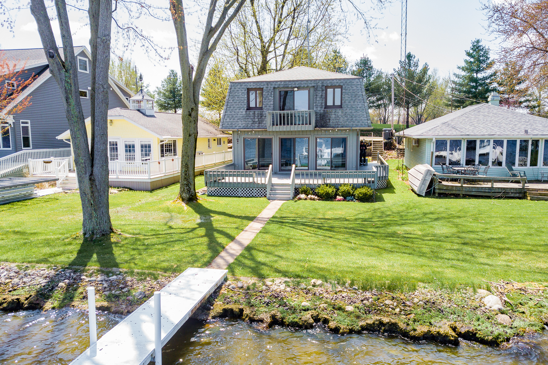 single family homes for Active at Lake Tippecanoe Retreat 4196 E Forest Glen Ave Leesburg, Indiana 46538 United States