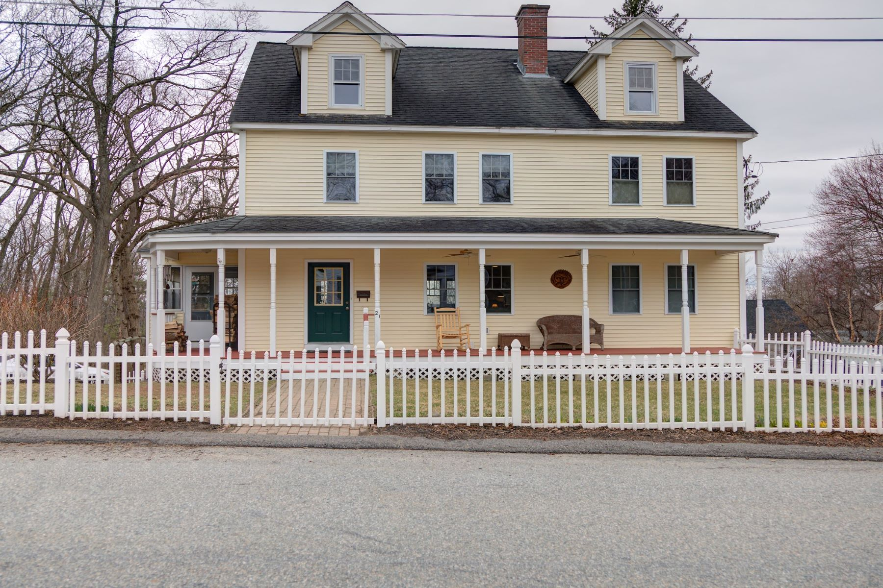 Single Family Homes for Active at 21 High Street Ayer, Massachusetts 01432 United States