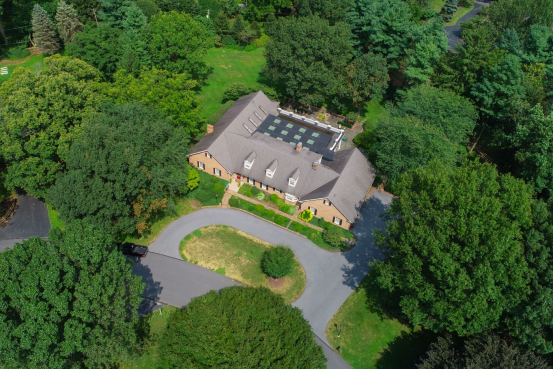 Single Family Homes for Sale at 2601 Old Orchard Road Lancaster, Pennsylvania 17601 United States