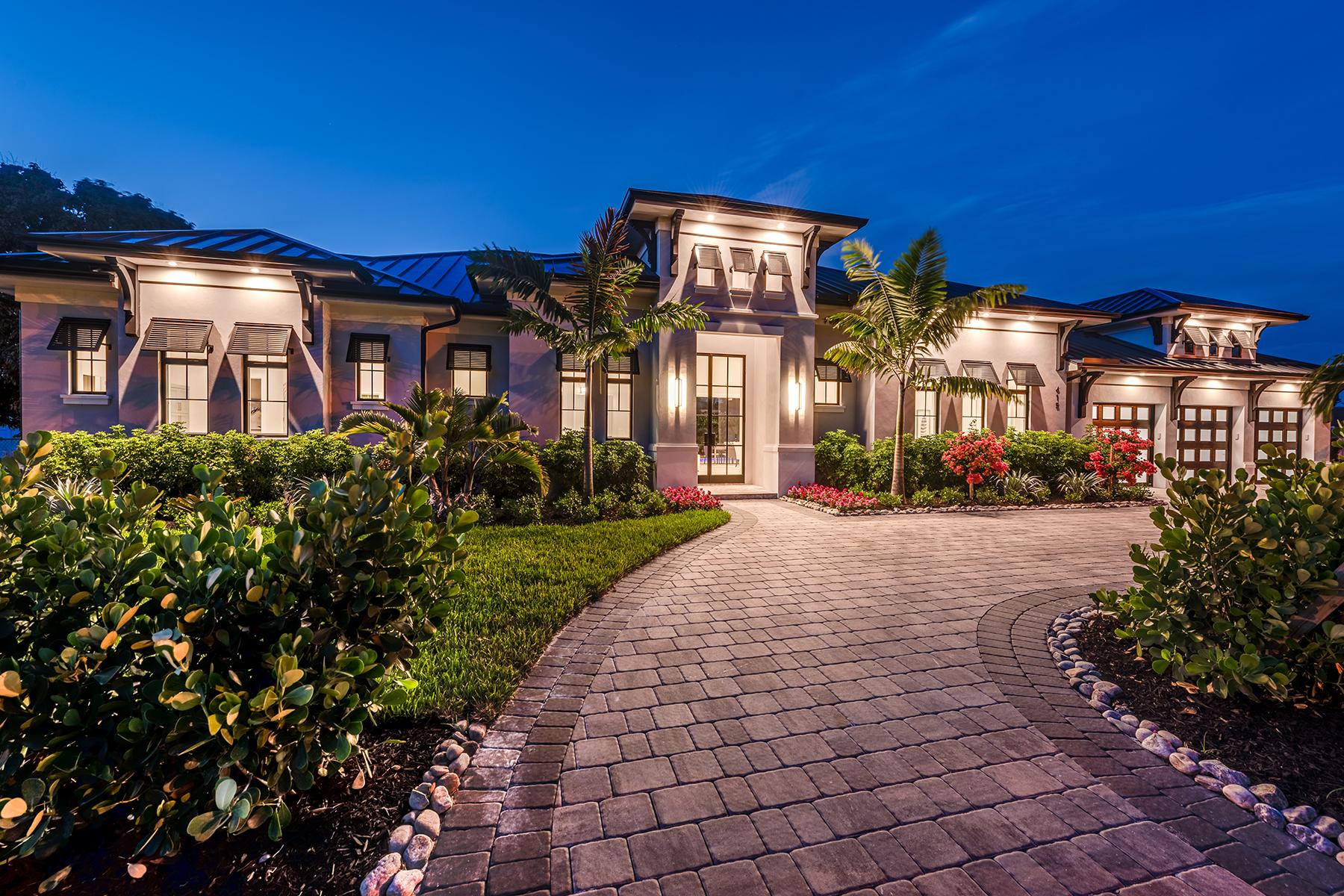single family homes 為 出售 在 NAPLES - MOORINGS 615 Harbour Drive 那不勒斯, 佛羅里達州 34103 美國