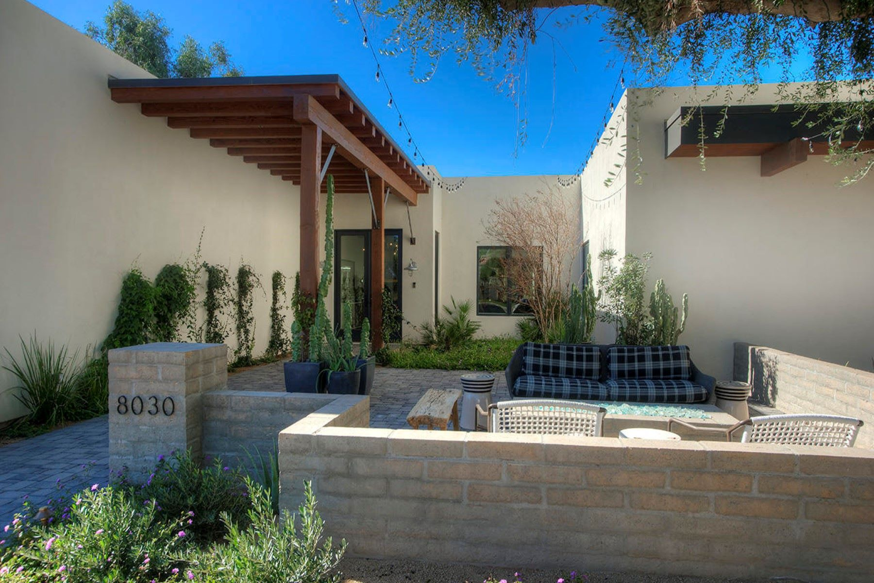 단독 가정 주택 용 매매 에 Highly Sought After Paradise Valley Farms Chic Residence 8030 N 74th PL, Scottsdale, 아리조나, 85258 미국