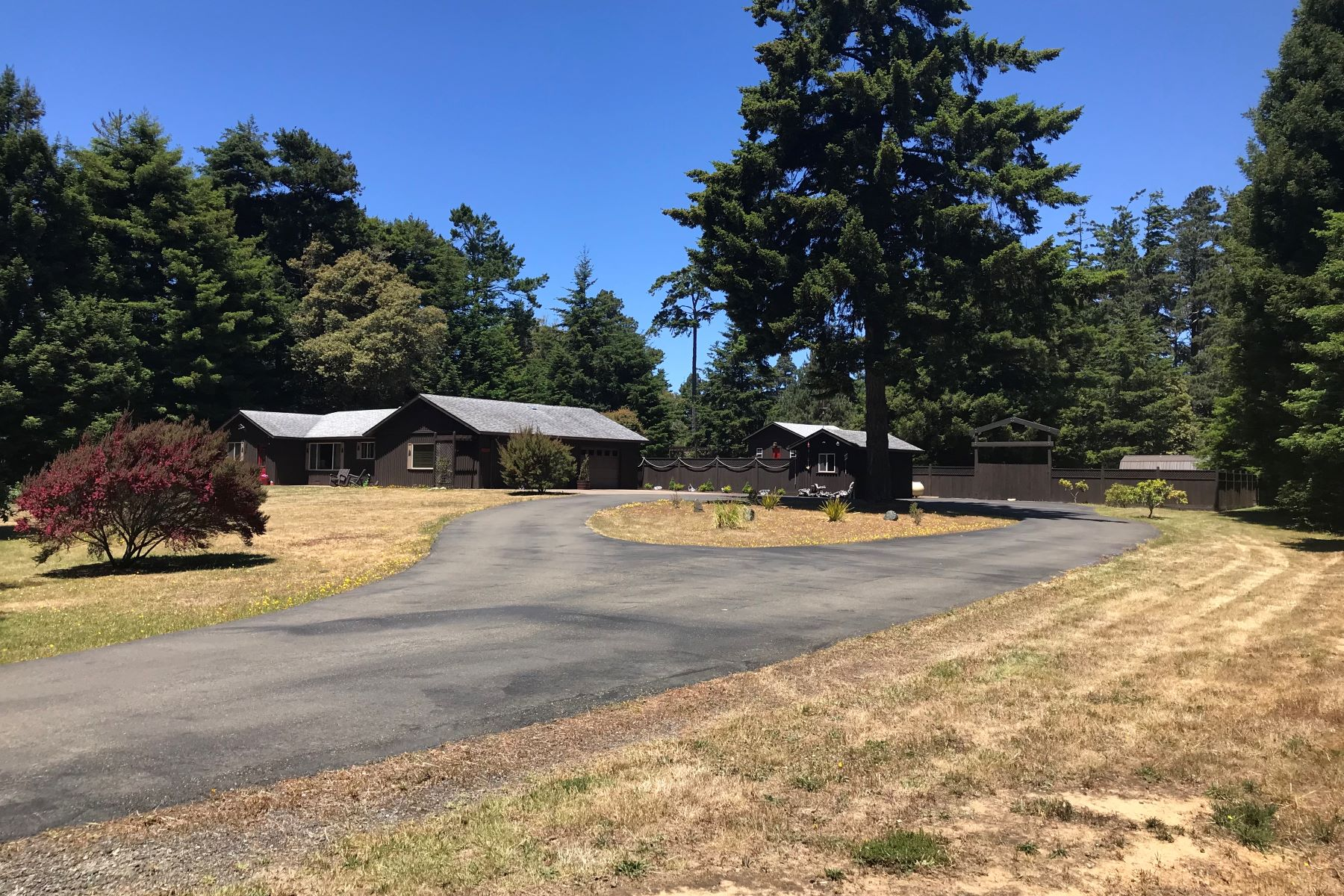 Single Family Home for Sale at Immaculate, Private and Move In Ready 16701 Pearl Ranch Road Fort Bragg, California 95437 United States