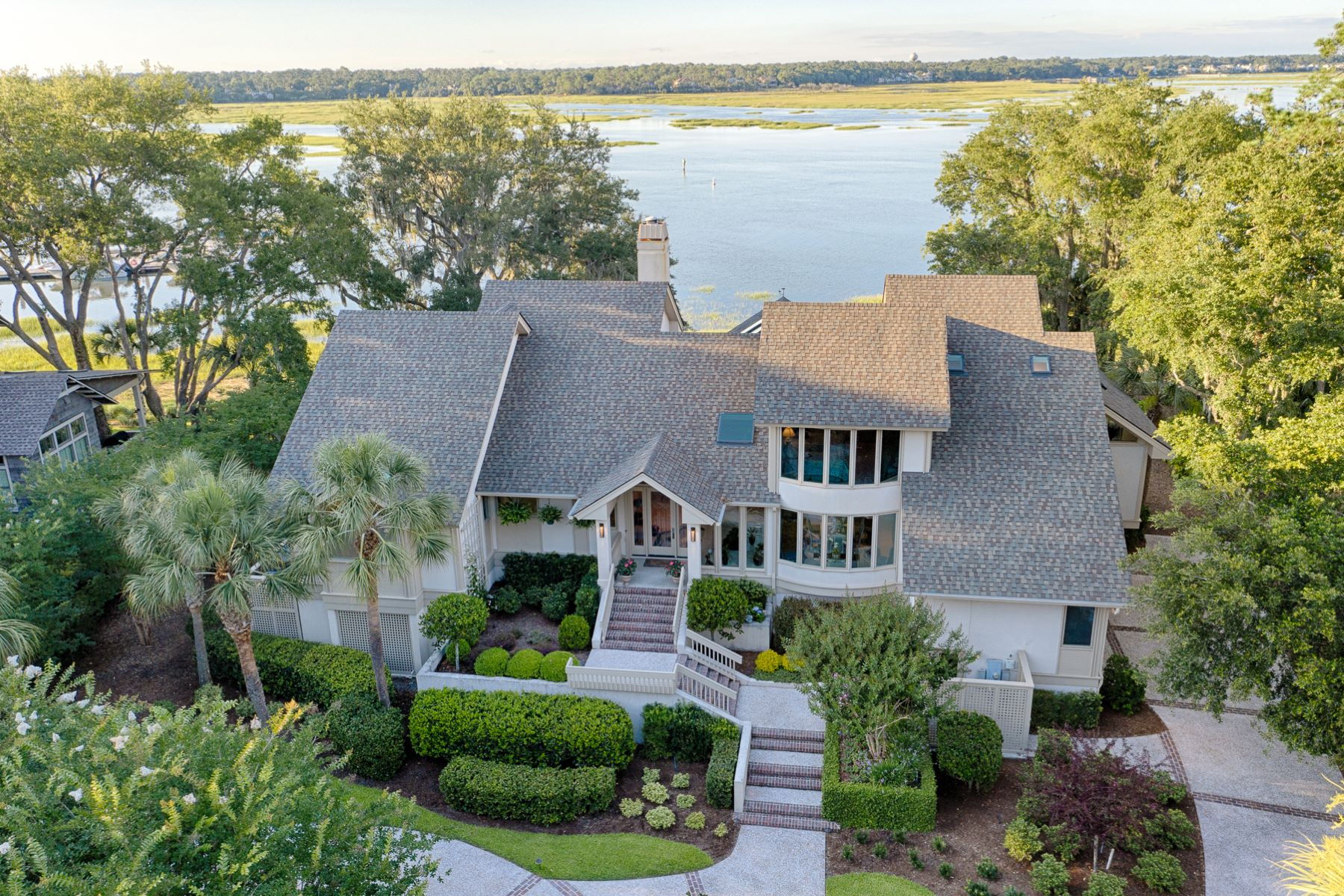 Single Family Homes por un Venta en Waterfront Home on Hilton Head Island 5 Oak Point Landing, Hilton Head Island, Carolina del Sur 29928 Estados Unidos