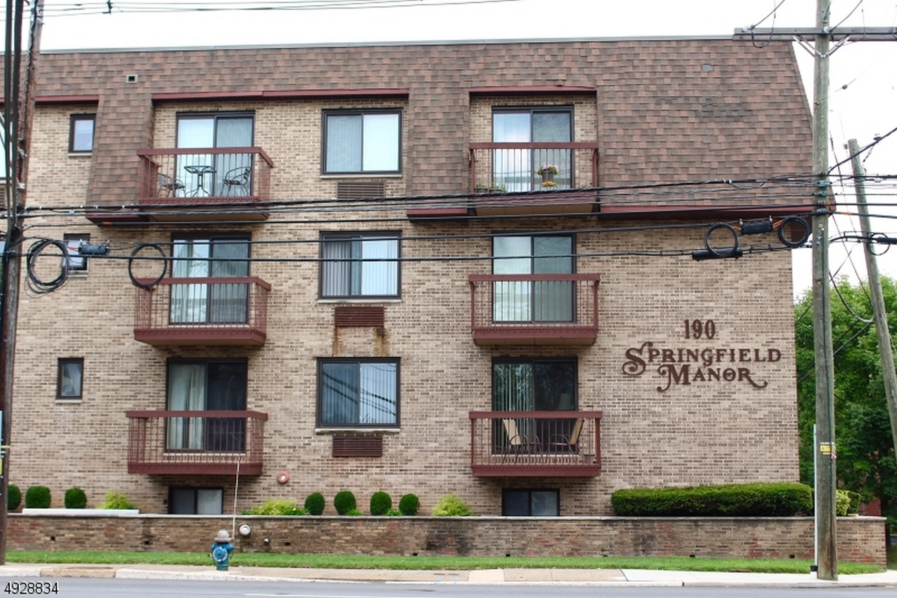 Condominiums for Sale at Bright and Airy Condo 190 Morris Avenue Unit 2D Springfield, New Jersey 07081 United States
