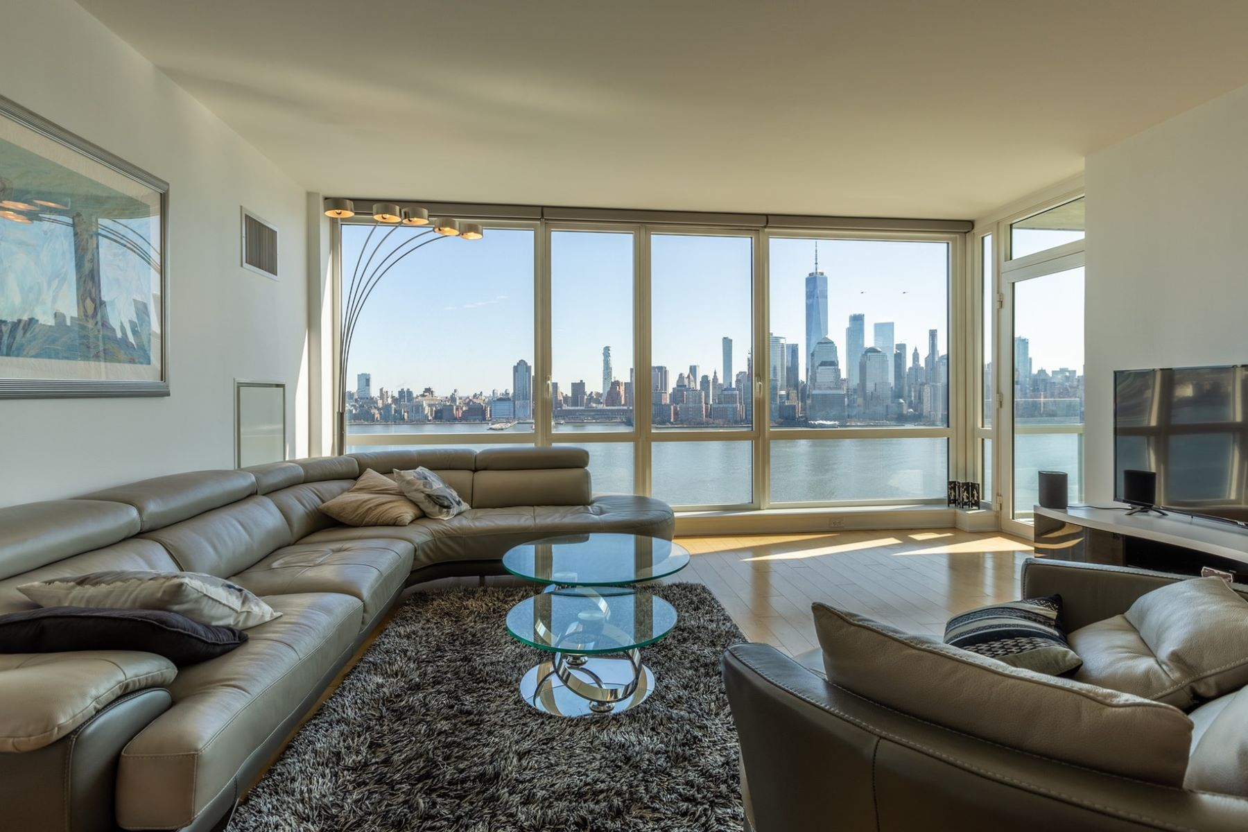 Condominiums per Vendita alle ore Jaw-dropping views! Welcome yourself to this amazing home. 2 2nd Street, Unit 2603, Jersey City, New Jersey 07302 Stati Uniti
