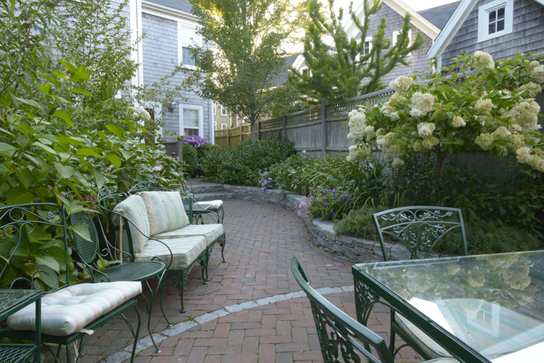 獨棟家庭住宅 為 出售 在 Cozy, Charming and Elegant. 46 Fair Street, Nantucket, 麻塞諸塞州, 02554 美國
