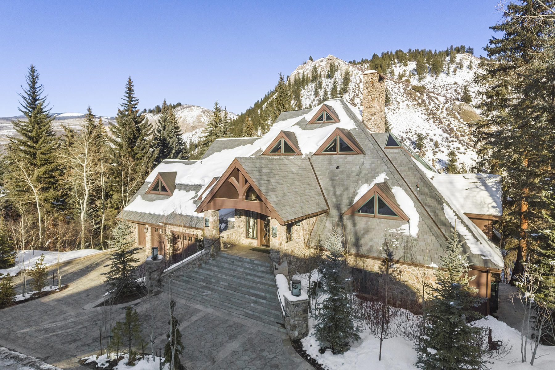 Single Family Homes for Sale at A stunning and totally renovated family residence 133 South Fairway Drive Beaver Creek, Colorado 81620 United States