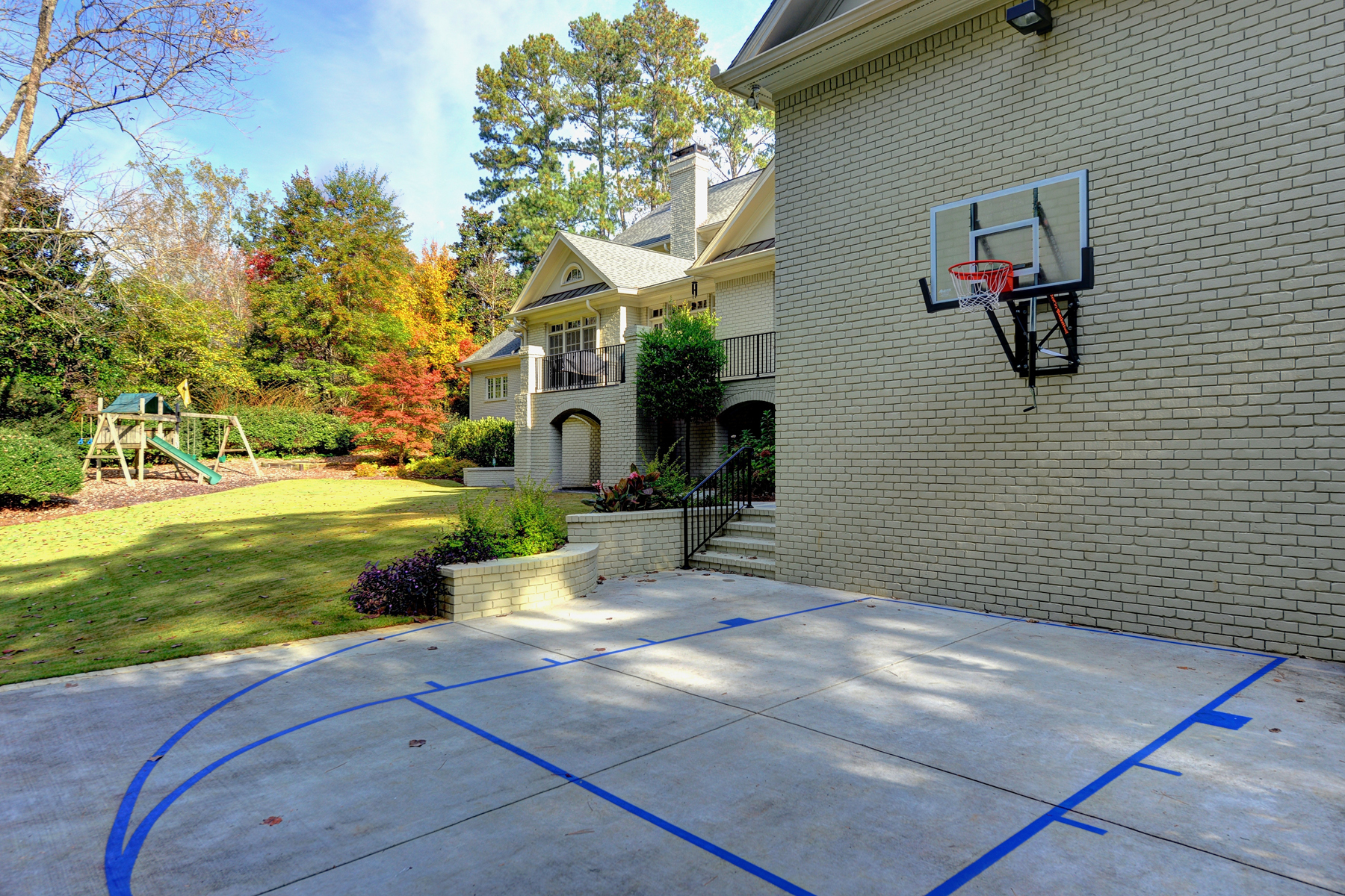 Additional photo for property listing at Completely Custom Renovation On The Perfect Street 530 Kenbrook Drive Atlanta, Georgia 30327 United States