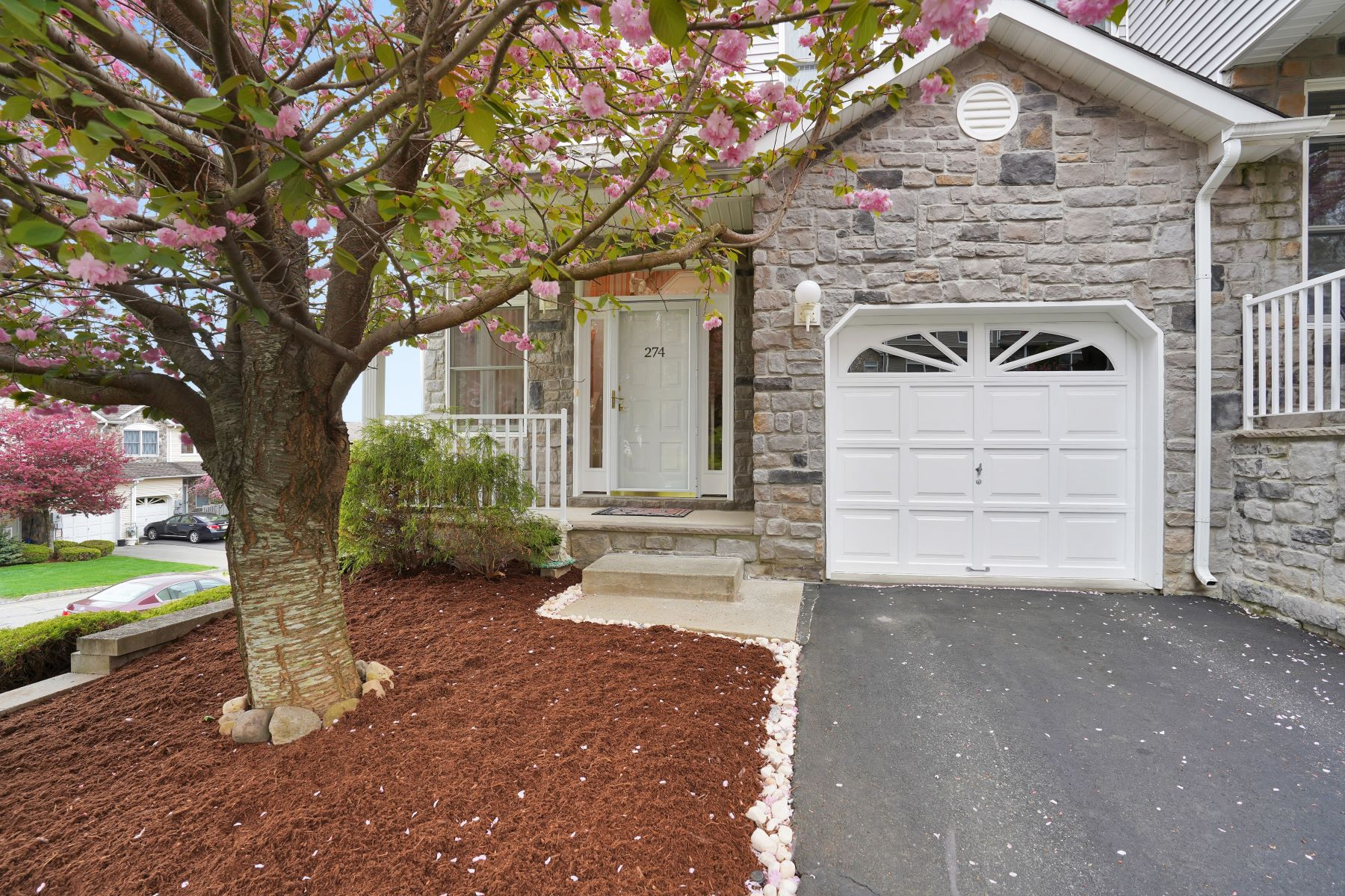 townhouses for Sale at Spectacular Townhouse 274 Summerhill Drive Morris Plains, New Jersey 07950 United States