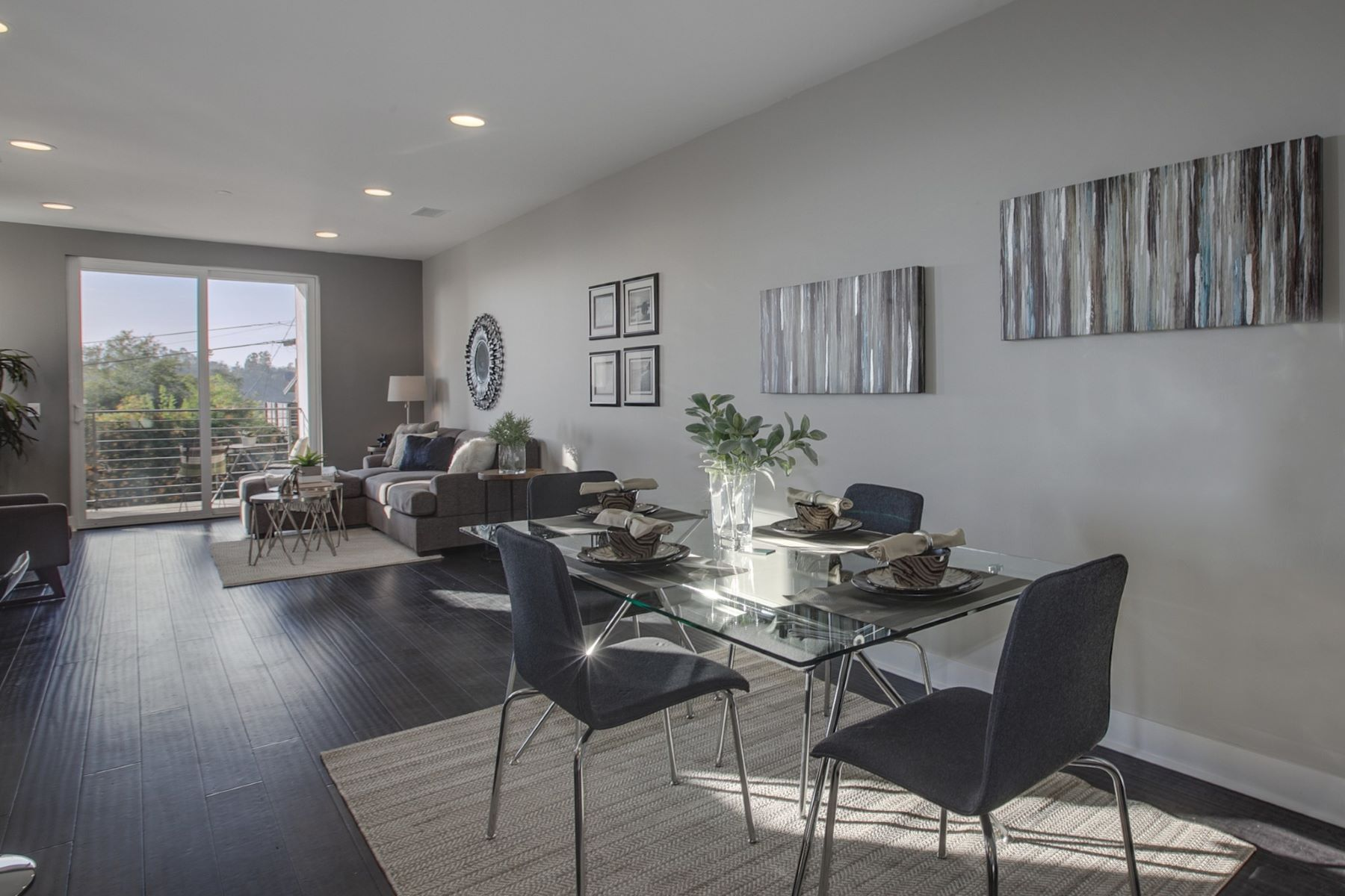 Additional photo for property listing at 1880 Lucretia Ave  Los Angeles, California 90026 United States