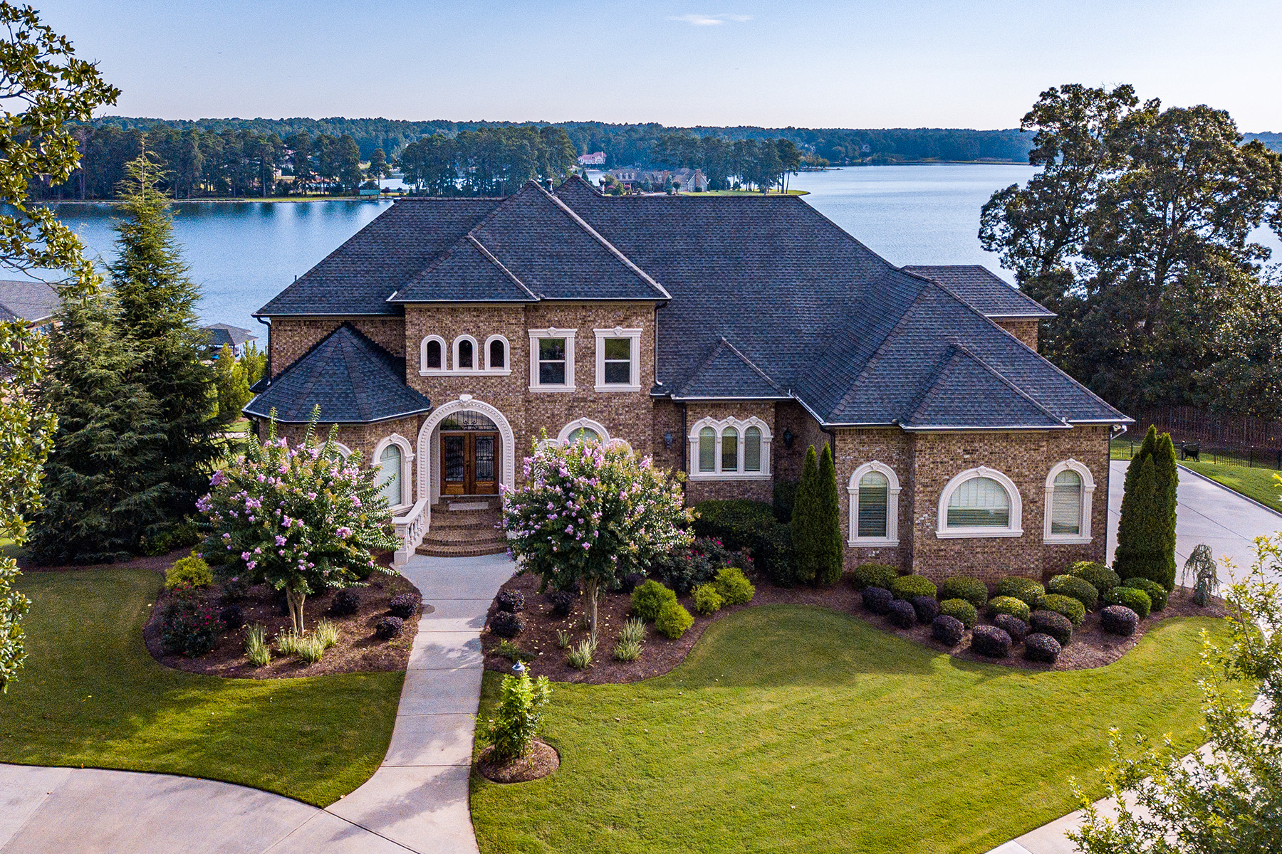 Single Family Homes для того Продажа на Lake Spivey- Luxurious, Gated Lake Front Estate 3056 Emerald Drive, Jonesboro, Джорджия 30236 Соединенные Штаты