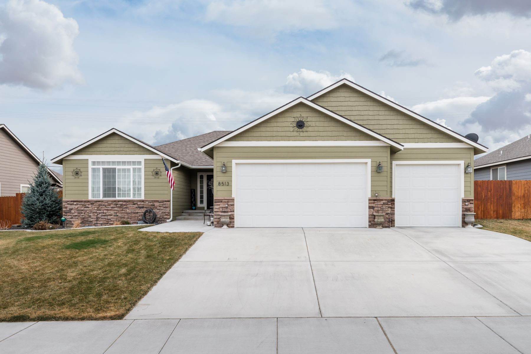 Single Family Home for Sale at Hansen Park Rambler 8513 West 9th Avenue, Kennewick, Washington, 99336 United States
