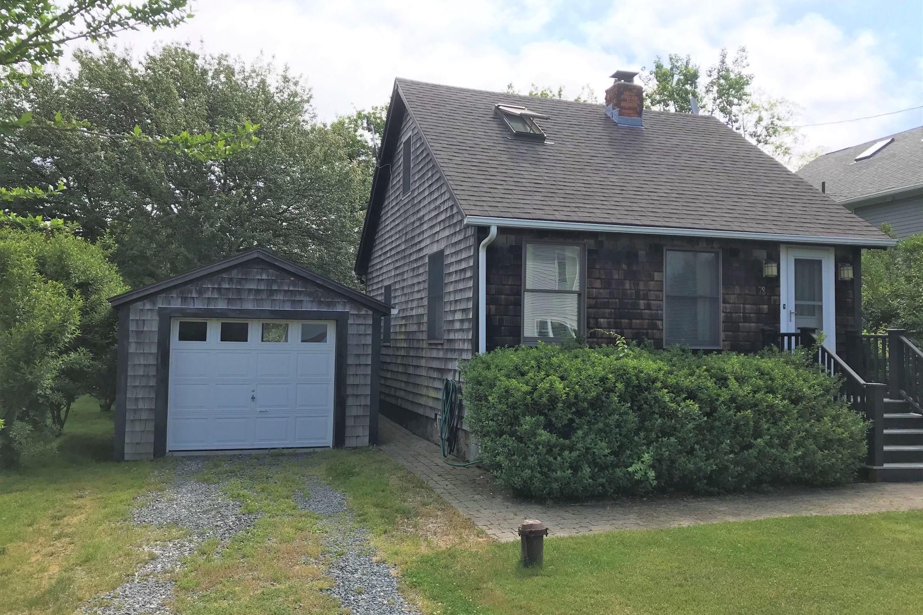 Single Family Homes 为 销售 在 Wolcott Cottage 78 Wolcott Avenue 米德尔敦, 罗得岛 02842 美国