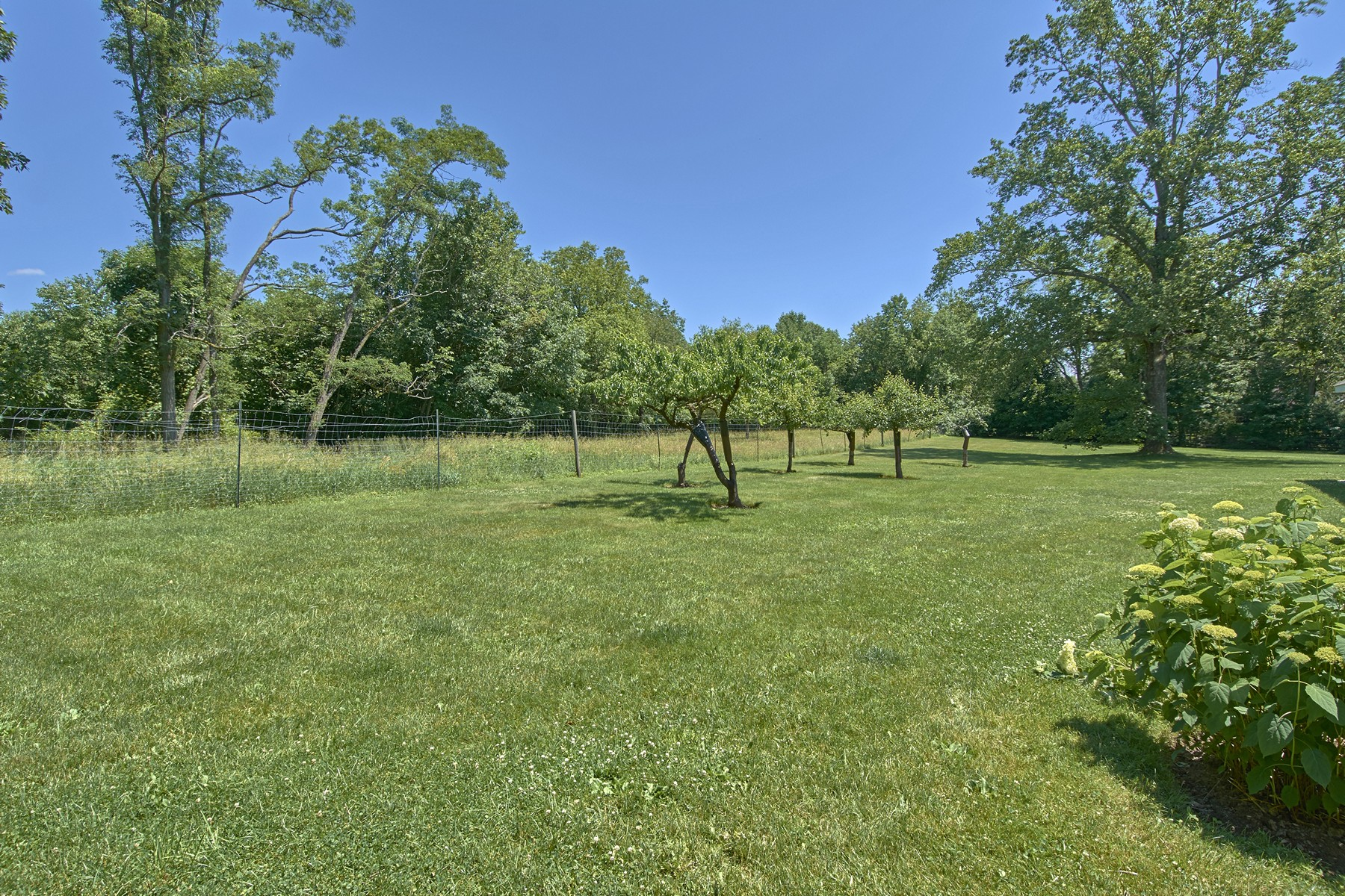 Additional photo for property listing at Sophisticated Country Living 25 Mead Street Waccabuc, New York 10597 United States