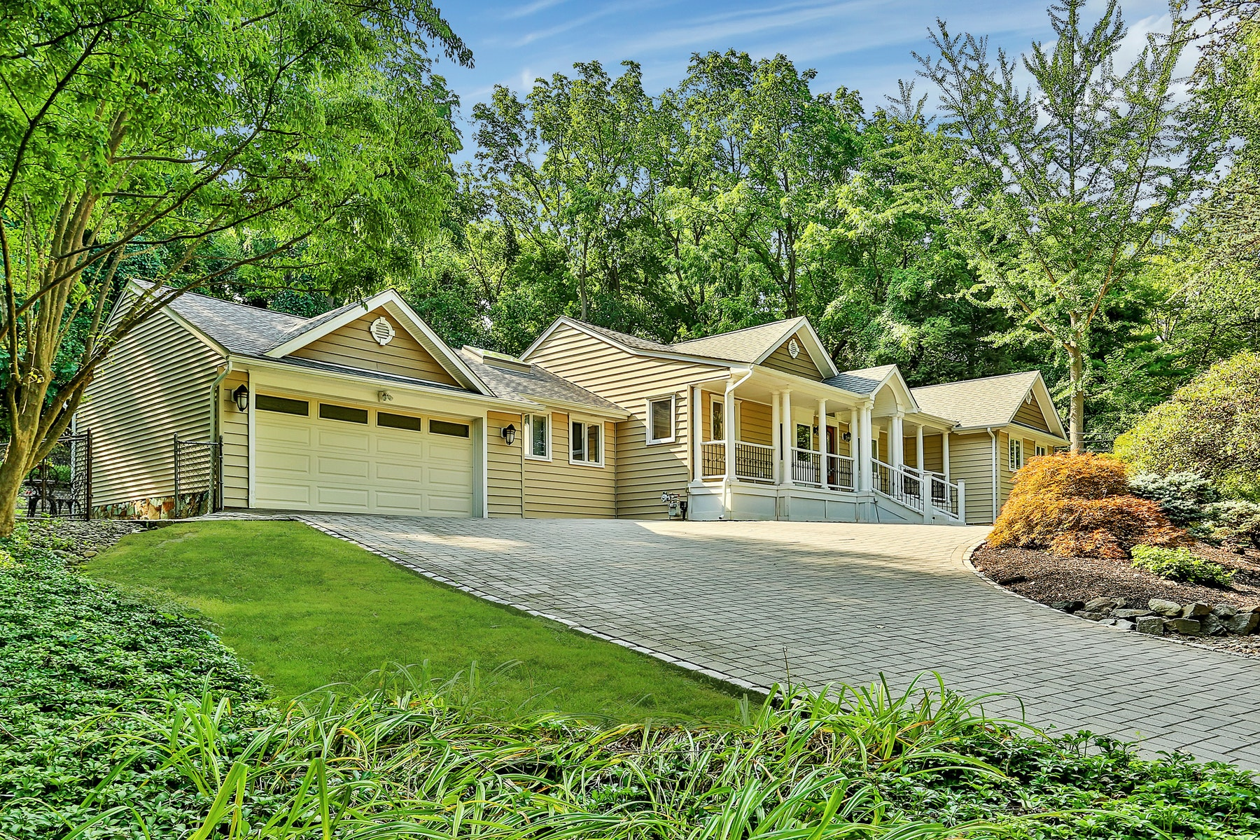 Single Family Homes 為 出售 在 Paradise in West Nyack 98 Sickletown Road, West Nyack, 纽约 10994 美國
