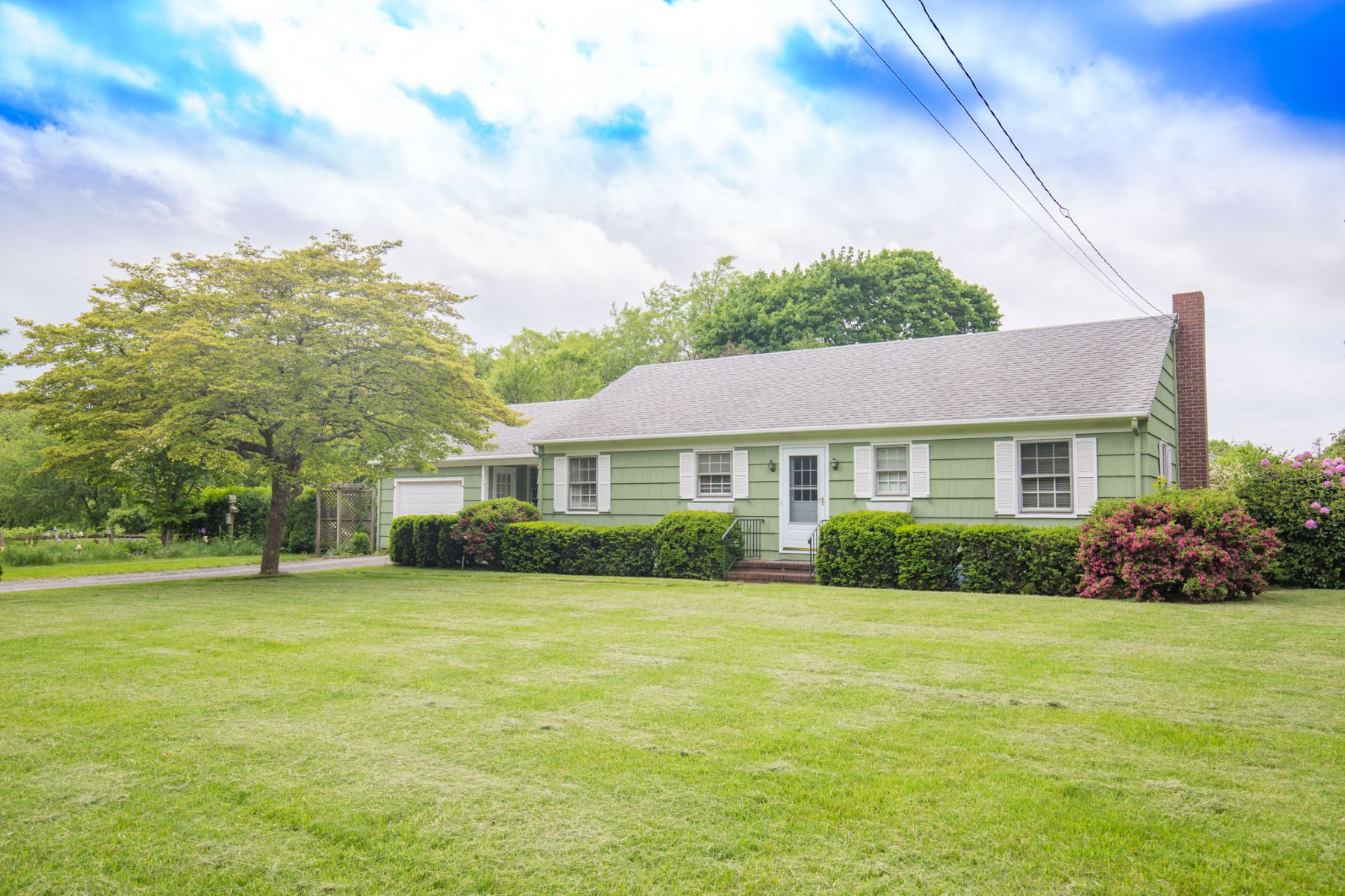 Single Family Home for Sale at 100 Old Pasture Rd 100 Old Pasture Rd Cutchogue, New York 11935 United States