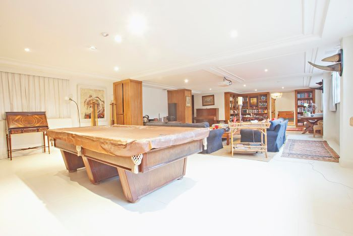 Amazing House with a Lovely Social Area