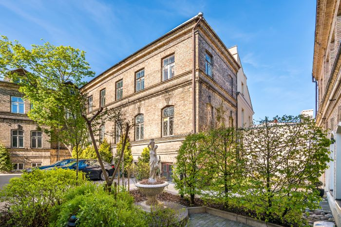 Exceptional Historical Property By The Cathedral Square