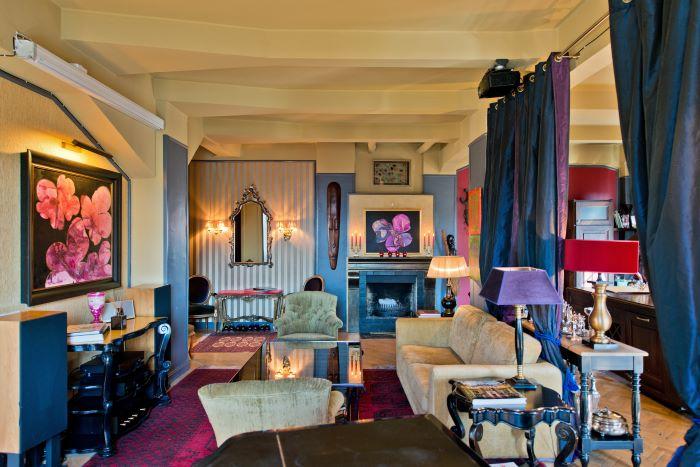 Exquisite Apartment Offering Cozy Atmosphere