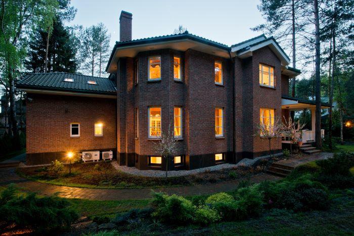 Luxurious Architectural Masterpiece
