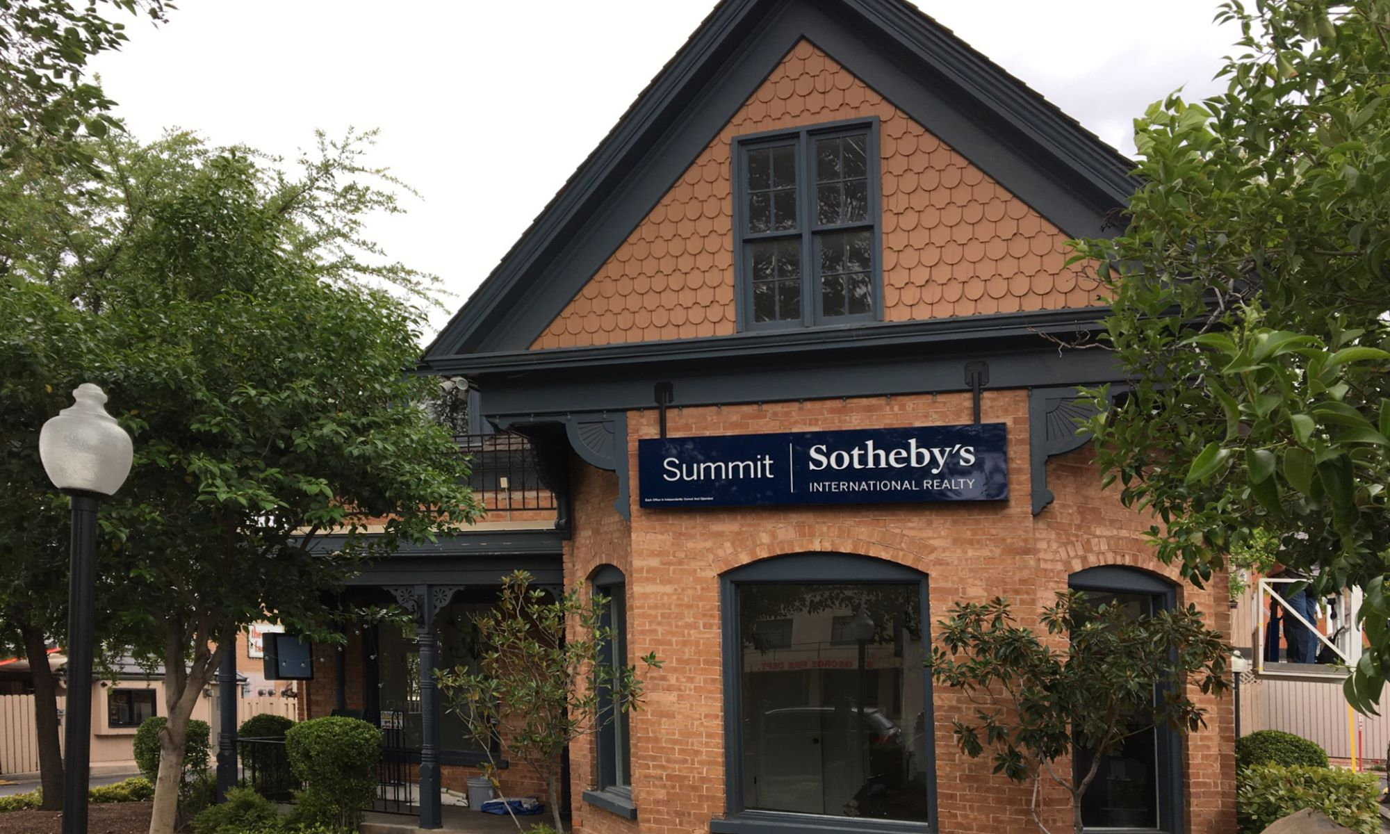 Office Summit Sotheby's International Realty Photo