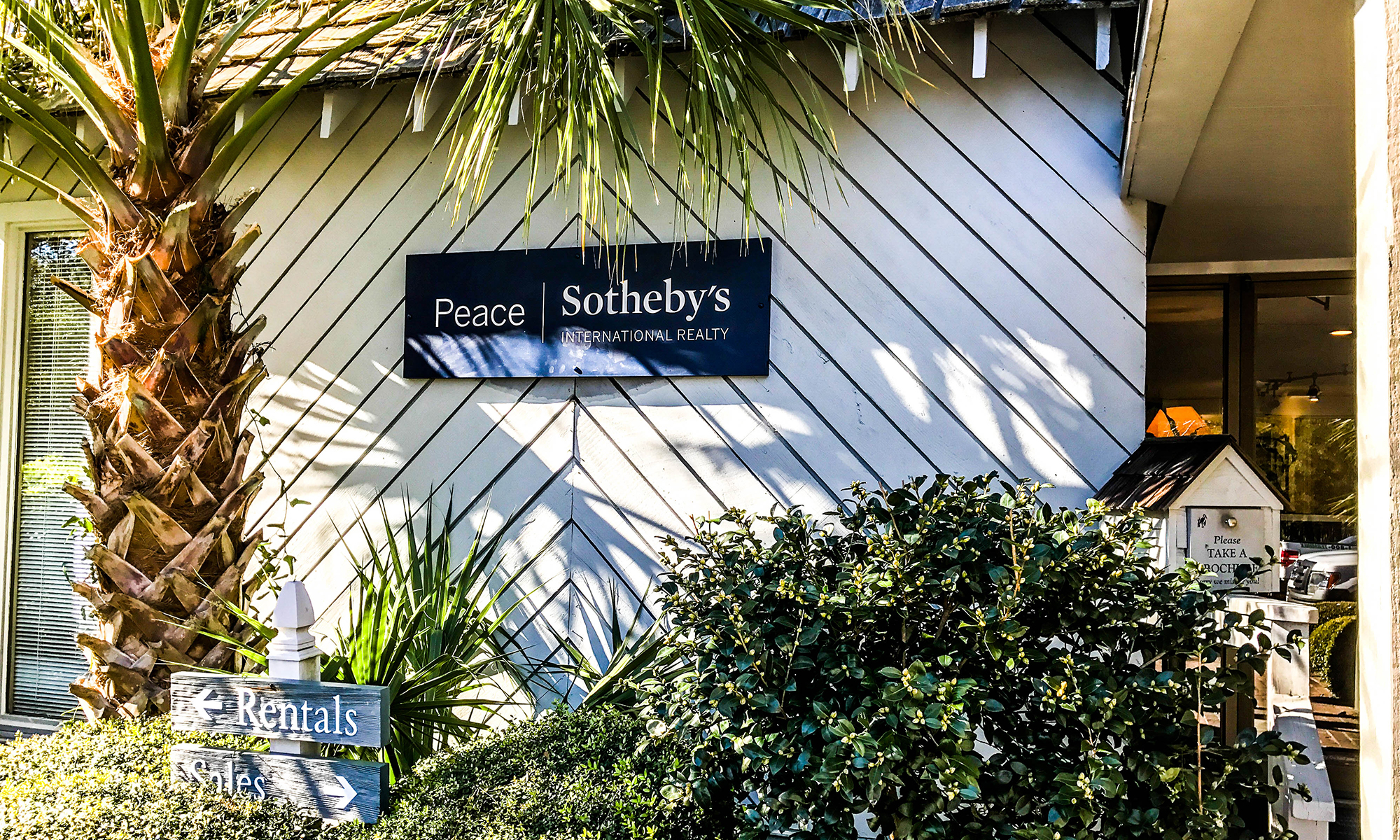 Office Peace Sotheby's International Realty Photo