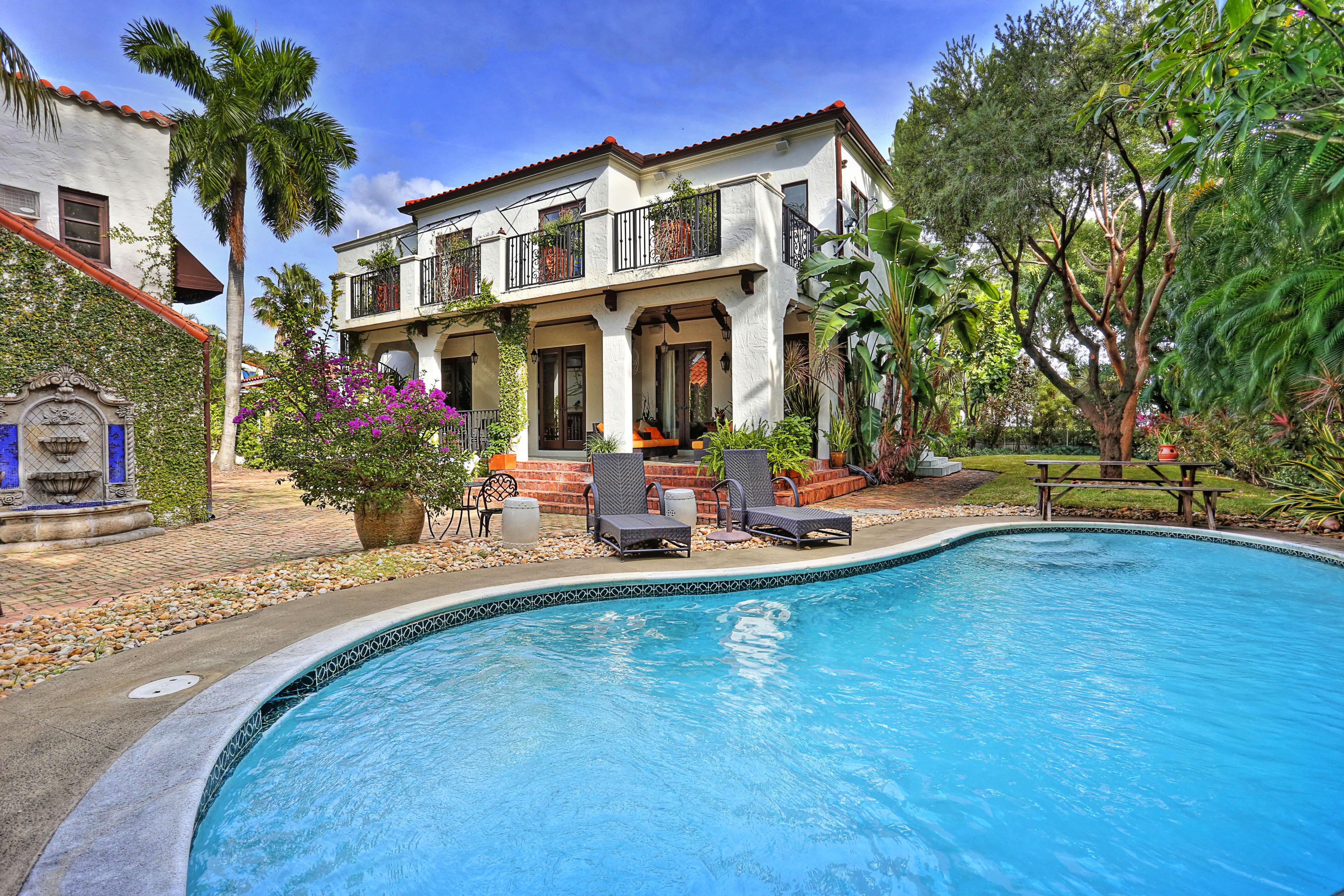 Частный односемейный дом для того Продажа на 5924 Alton Rd Miami Beach, Флорида, 33140 Соединенные Штаты