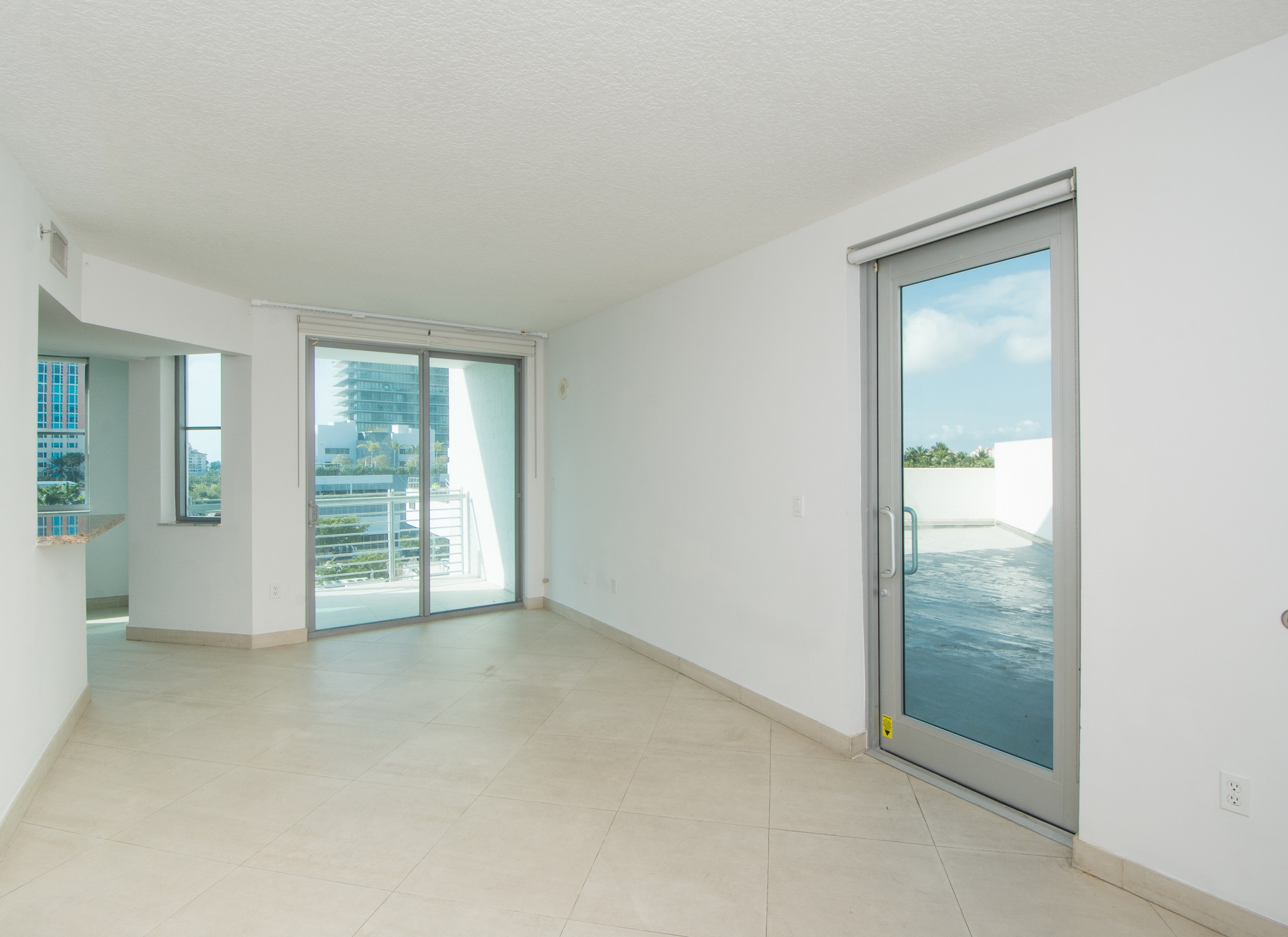Condominium for Sale at 110 Washington Ave #1713 110 Washington Ave 1713 Miami Beach, Florida, 33139 United States